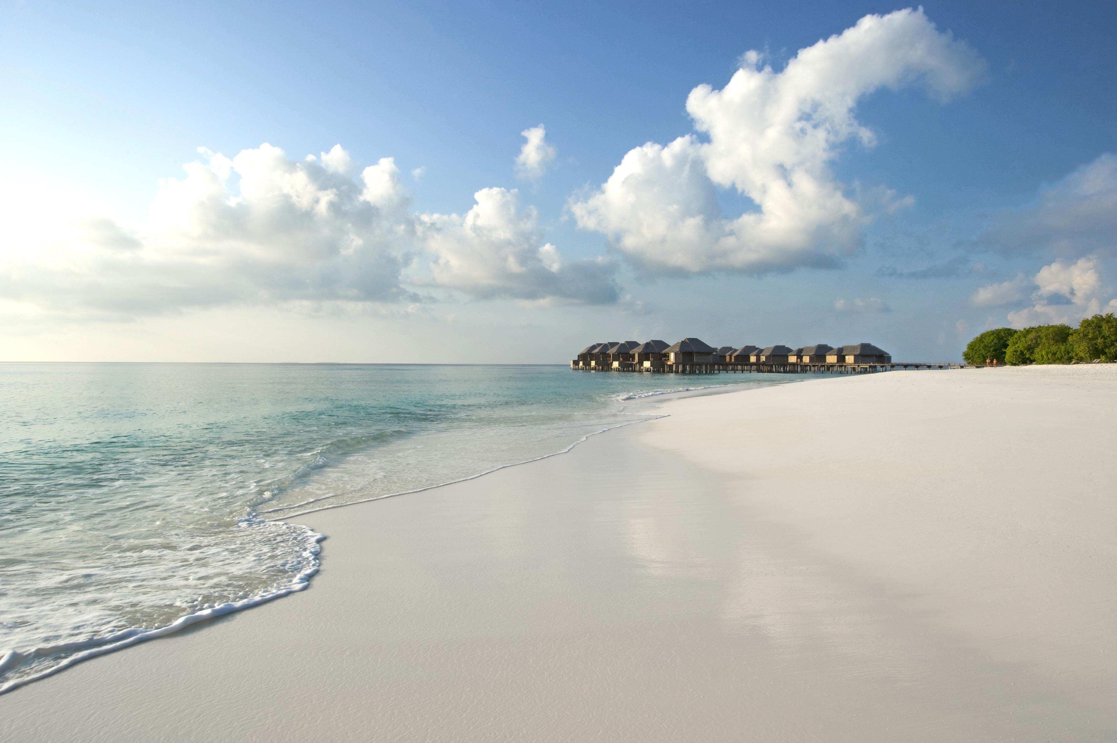 105552 Заставки и Обои Песок на телефон. Скачать Мальдивы, Море, Природа, Песок, Берег, Тропики картинки бесплатно