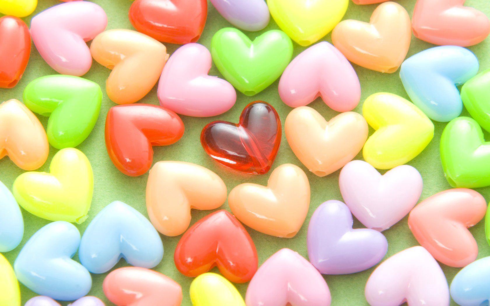 84298 Hintergrundbild herunterladen Herzen, Liebe, Mehrfarbig, Motley, Perlen - Bildschirmschoner und Bilder kostenlos