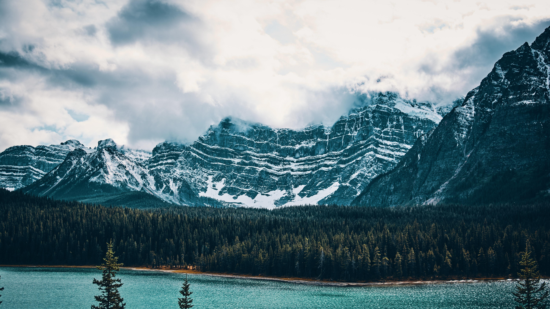 84468 papel de parede 2160x3840 em seu telefone gratuitamente, baixe imagens Natureza, Árvores, Montanhas, Vértice, Lago, Tops 2160x3840 em seu celular
