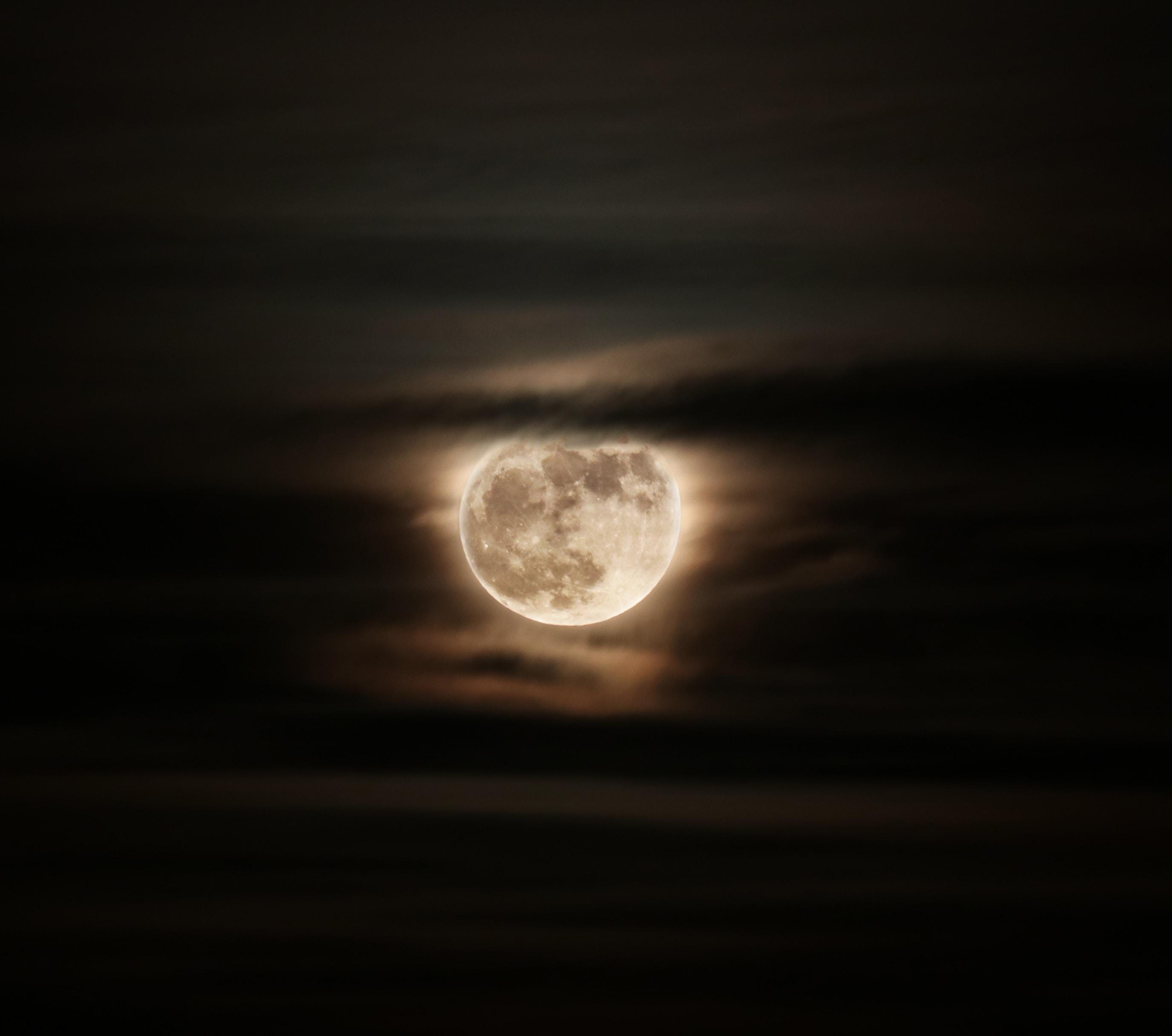 92624 Protetores de tela e papéis de parede Lua em seu telefone. Baixe Lua, Escuro, Céu, Noite, Nuvens, Lua Cheia, Eclipse fotos gratuitamente