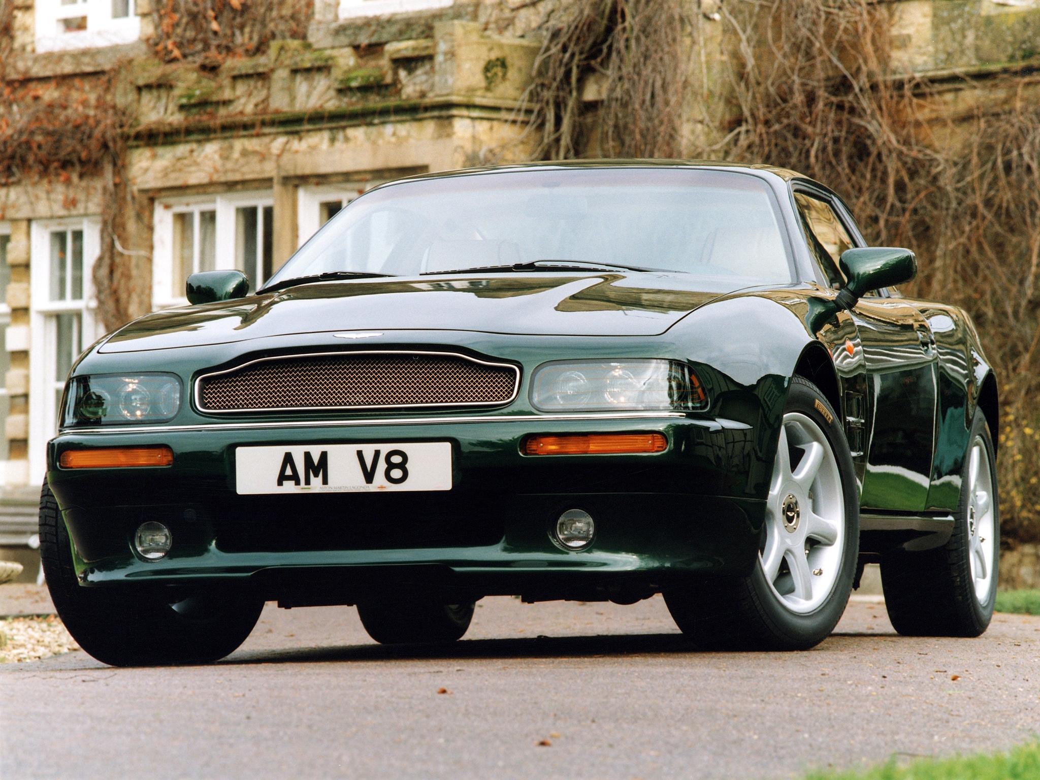 153357 скачать обои Машины, Астон Мартин (Aston Martin), Тачки (Cars), Вид Спереди, Дом, Зеленый, V8, Coupe, 1996 - заставки и картинки бесплатно