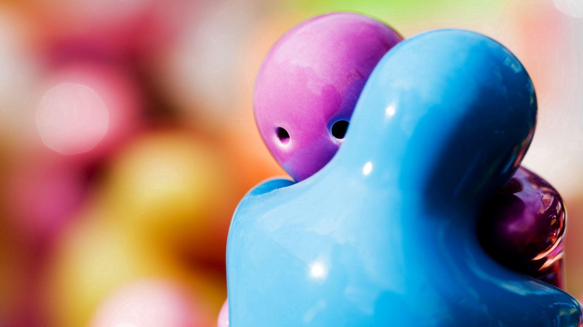 56184 скачать обои Любовь, Статуэтки, Объятие, Голубой, Фиолетовый - заставки и картинки бесплатно