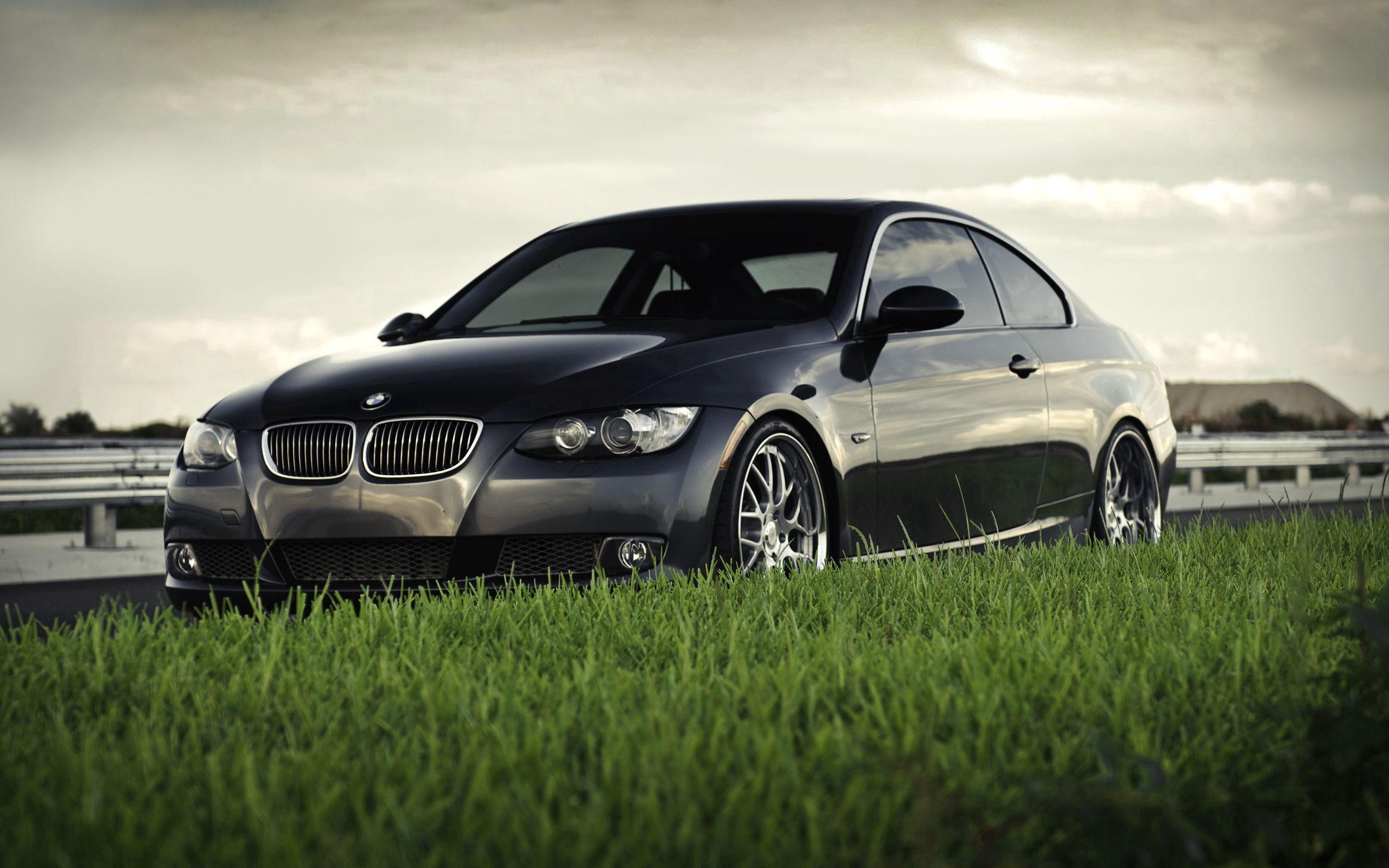 138475 скачать обои Бмв (Bmw), Трава, Тачки (Cars), Черный, Бмв, Газон, Bmw 3 Series Coupe 335I Coupe - заставки и картинки бесплатно