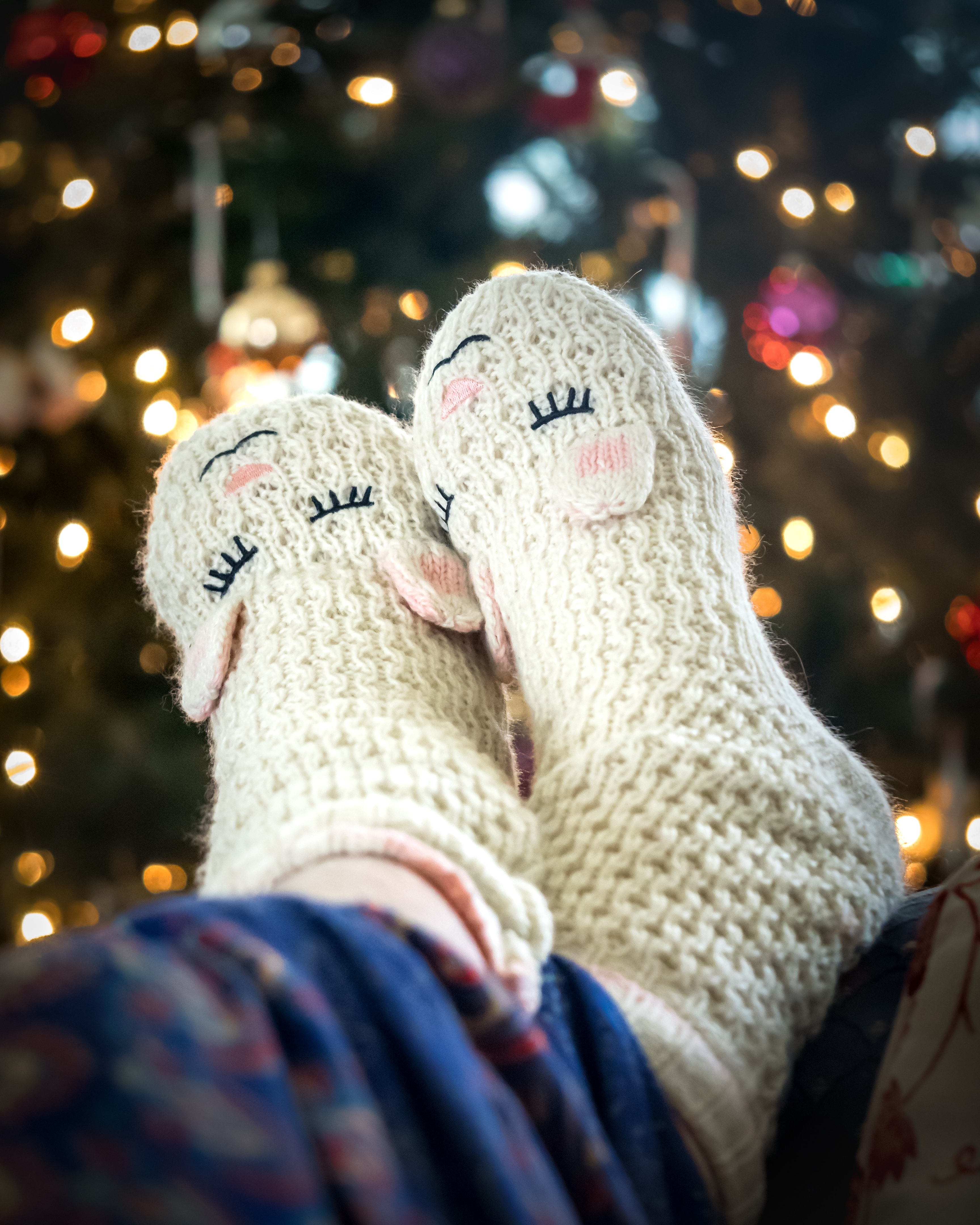 124132 download wallpaper Miscellanea, Miscellaneous, Legs, Socks, Knitted, Cool screensavers and pictures for free