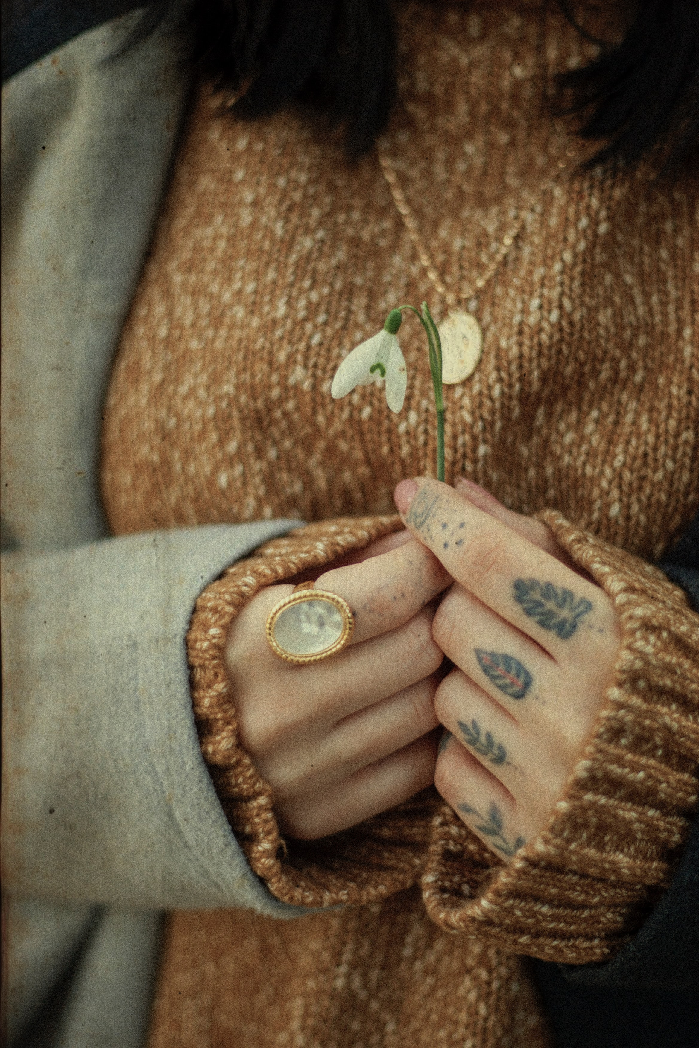 144589 download wallpaper Rings, Flower, Miscellanea, Miscellaneous, Hands, Tattoo screensavers and pictures for free