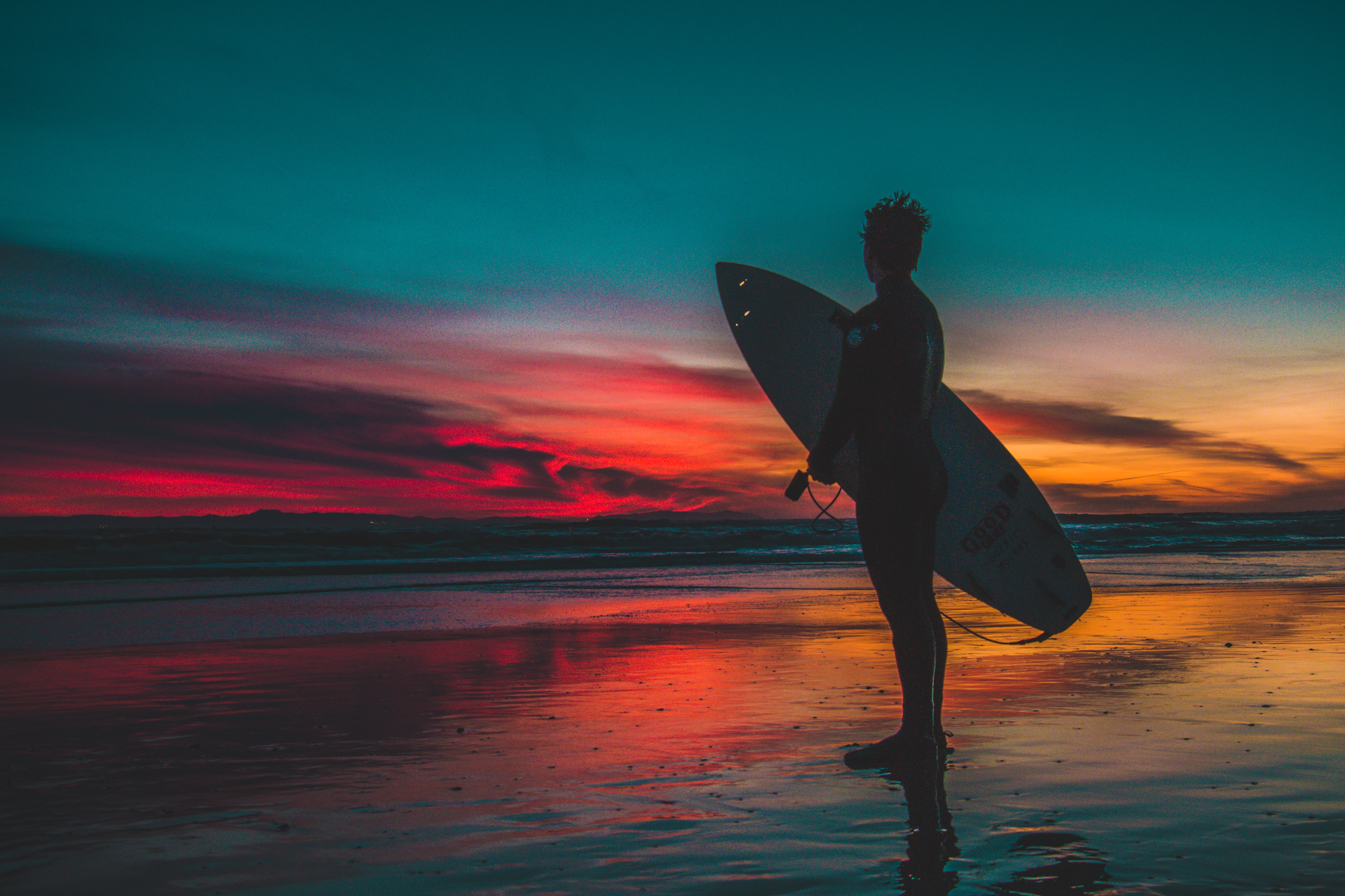 150775 download wallpaper Sports, Sunset, Twilight, Serfing, Shore, Bank, Dusk, Surfer screensavers and pictures for free