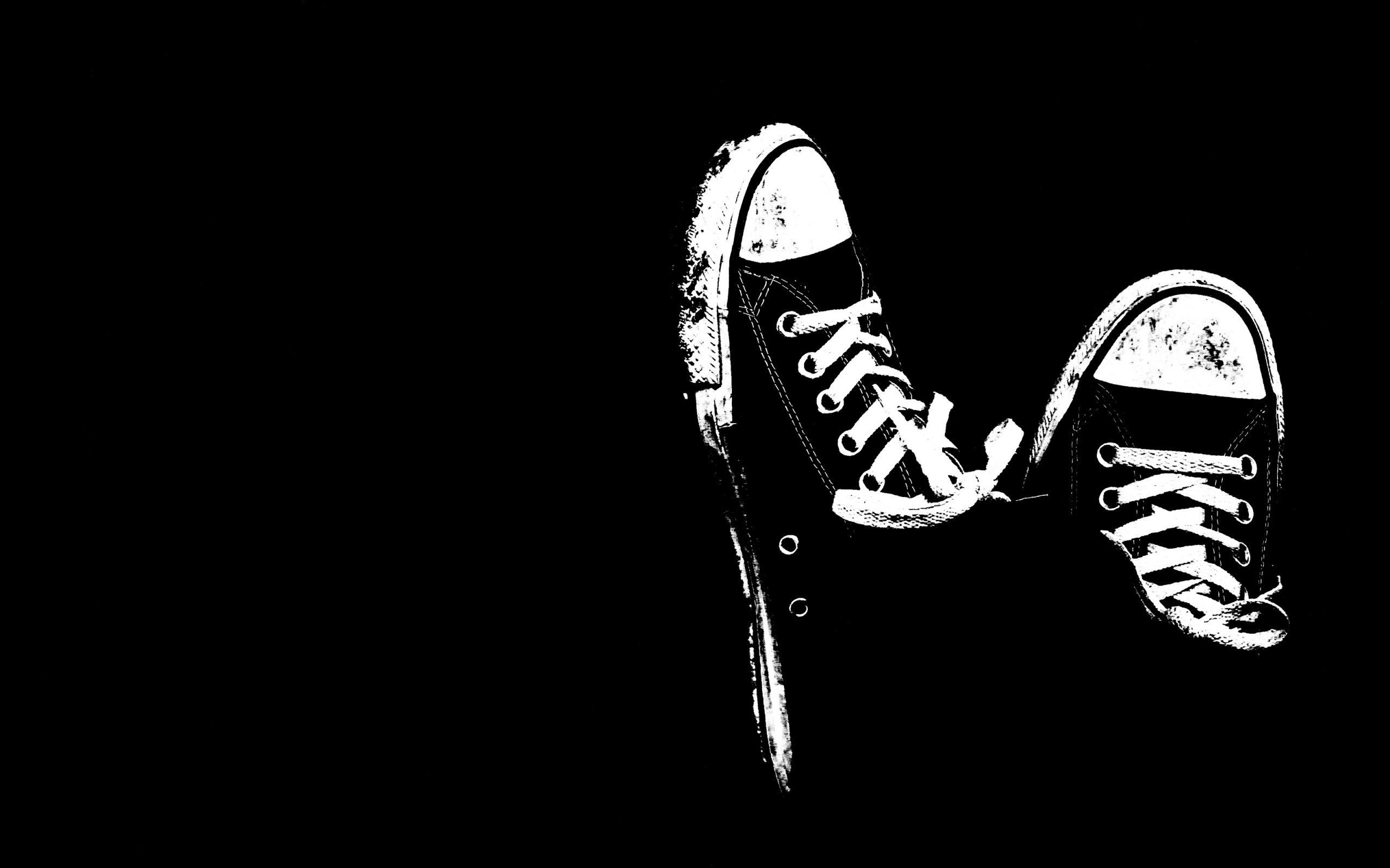 131162 Hintergrundbild herunterladen Vektor, Turnschuhe, Das Schwarze, Schuhe, Schnürsenkel - Bildschirmschoner und Bilder kostenlos