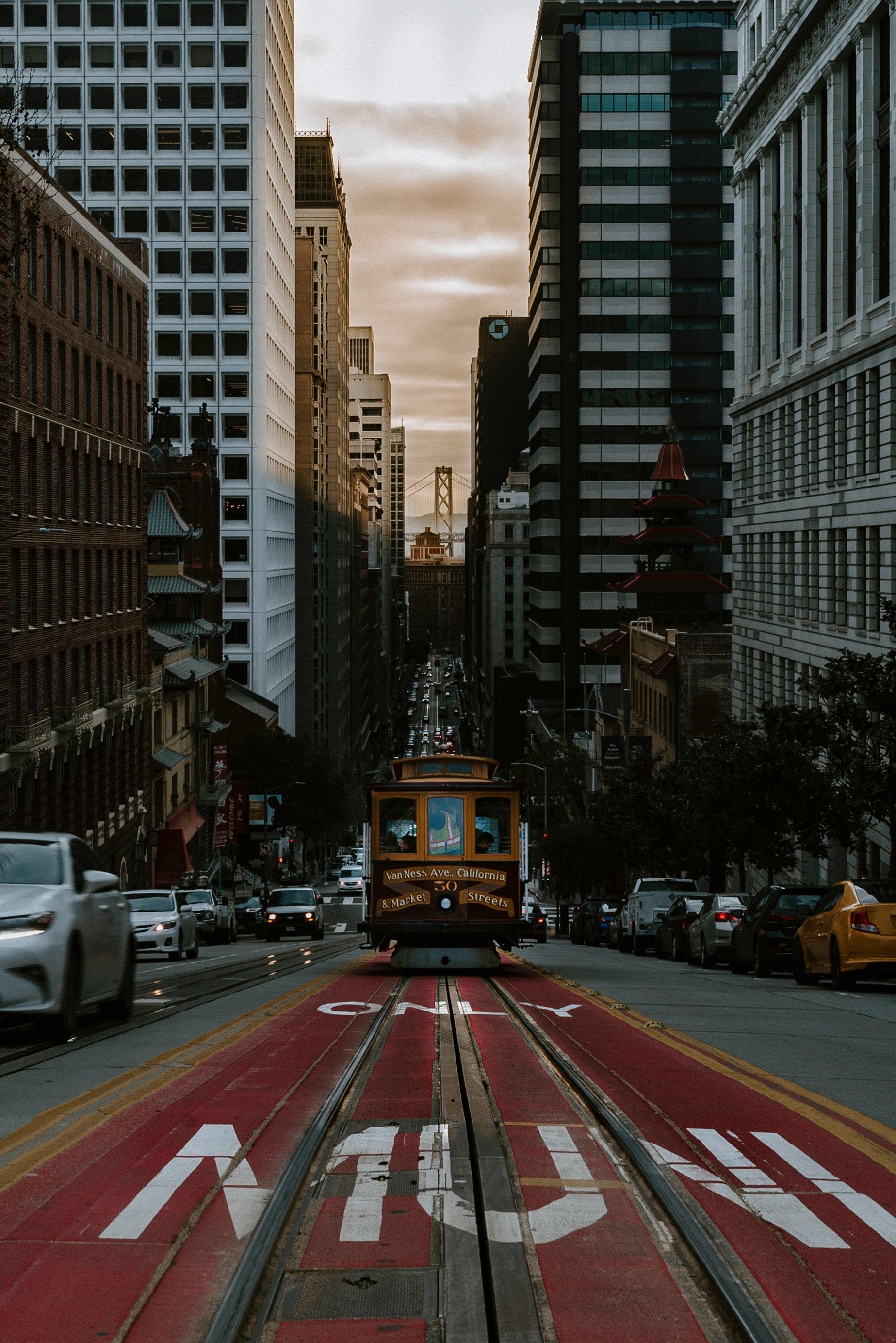 113393 скачать обои Трамвай, Транспорт, Улица, Город, Движение, Города - заставки и картинки бесплатно
