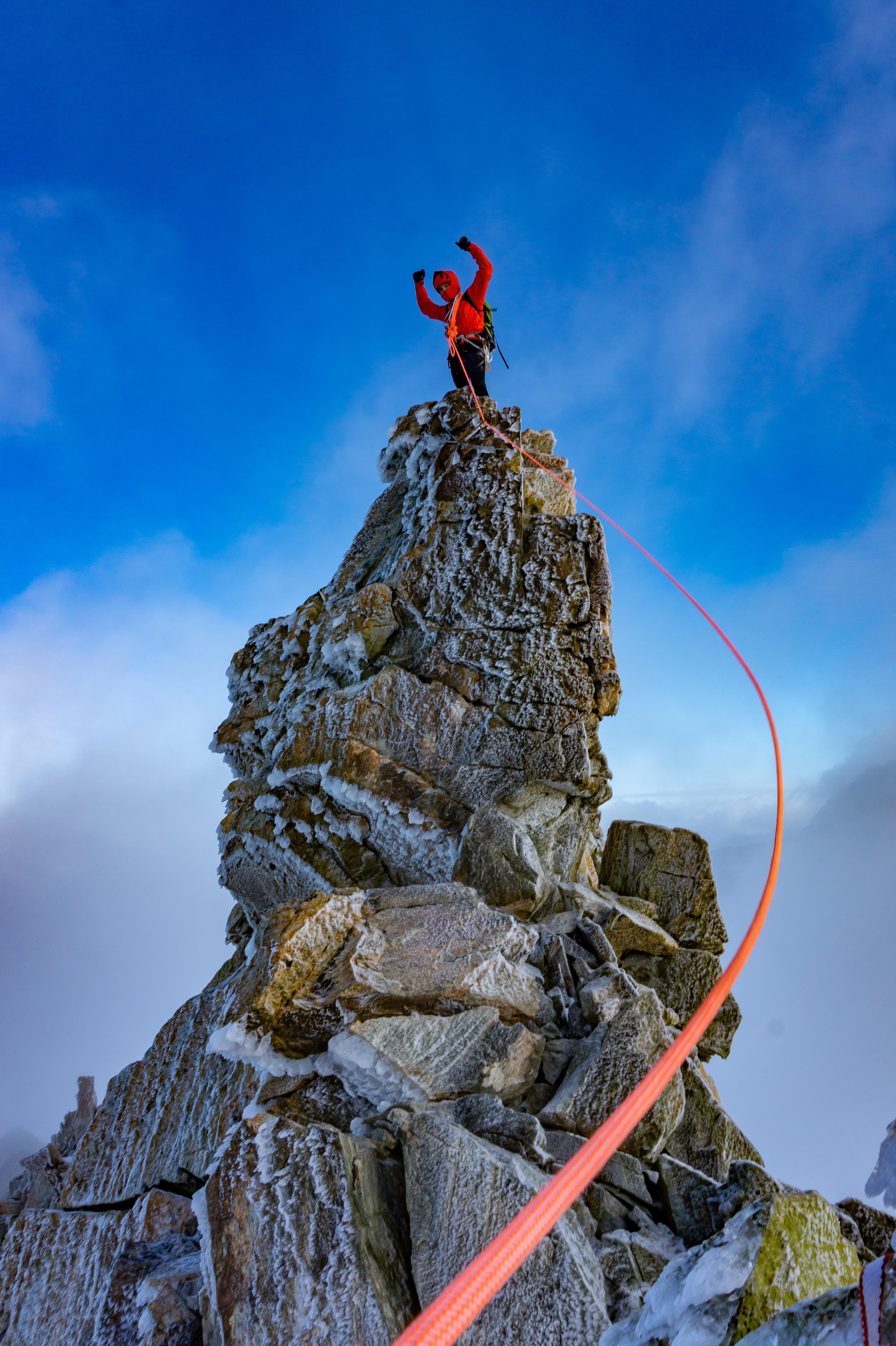 106789 скачать обои Разное, Человек, Альпинист, Скала, Вершина, Спорт - заставки и картинки бесплатно