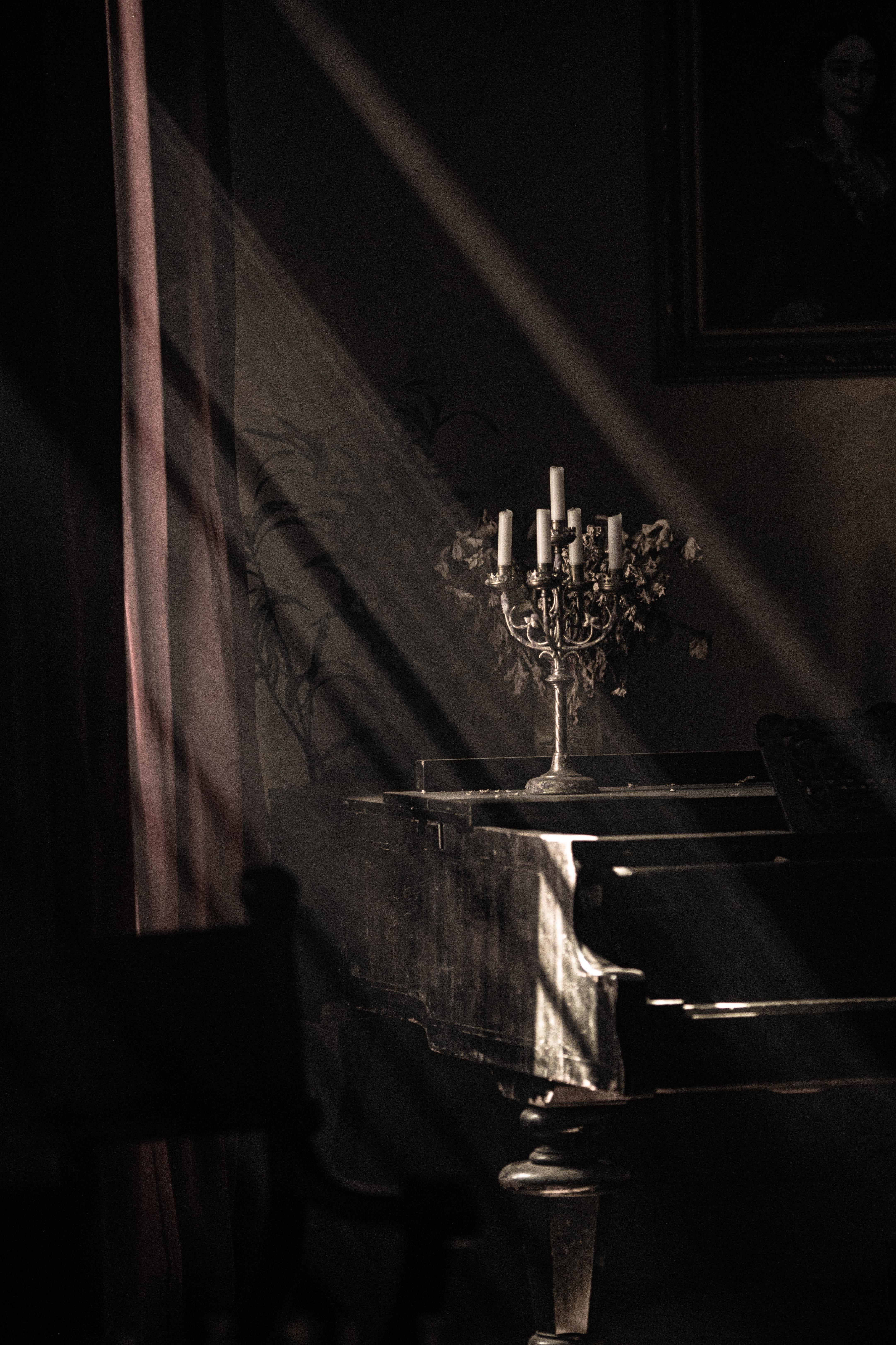 149901 скачать обои Темные, Свечи, Лучи, Свет, Пианино - заставки и картинки бесплатно
