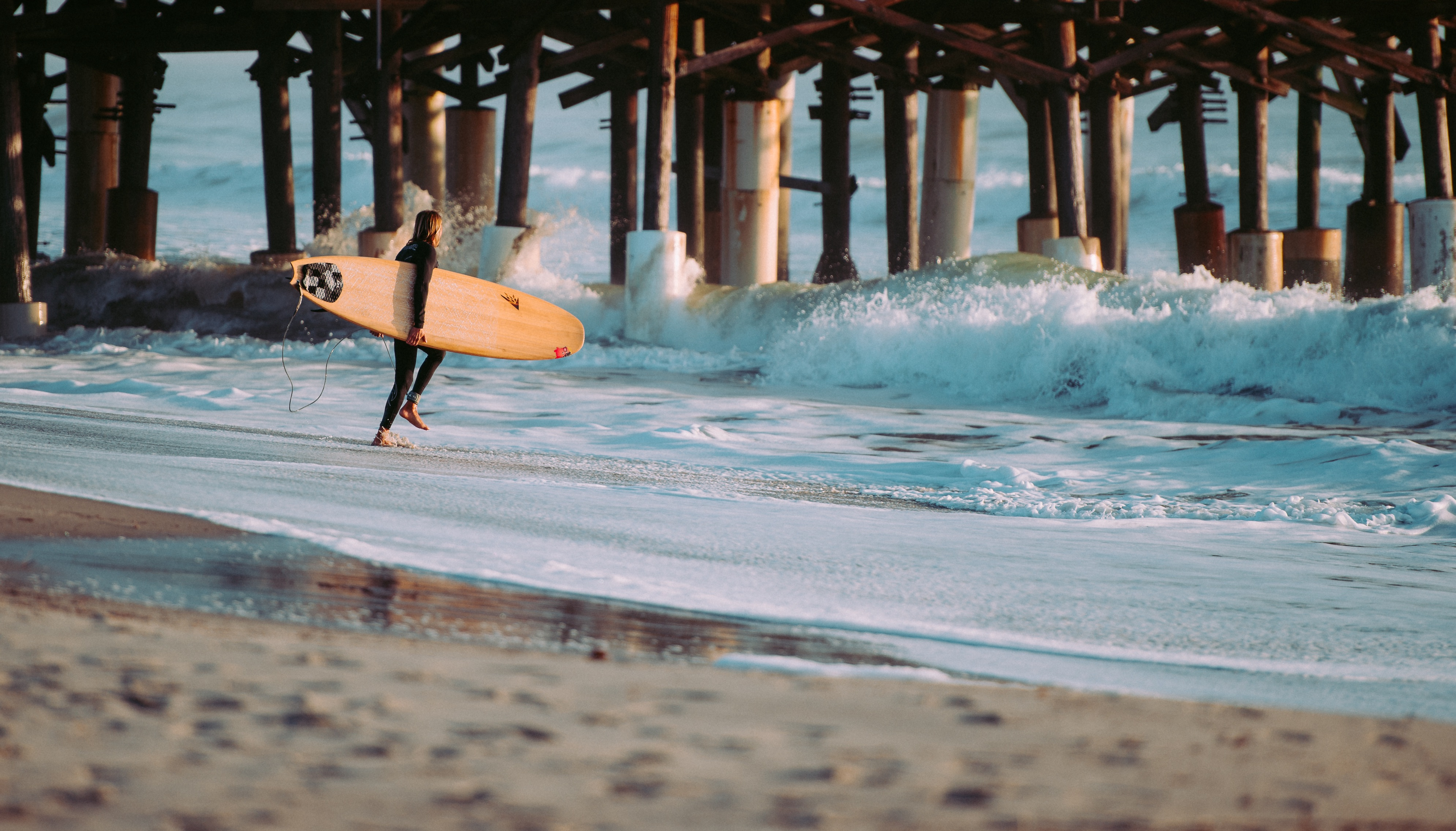 131639 download wallpaper Sports, Serfing, Surfer, Sea, Waves screensavers and pictures for free