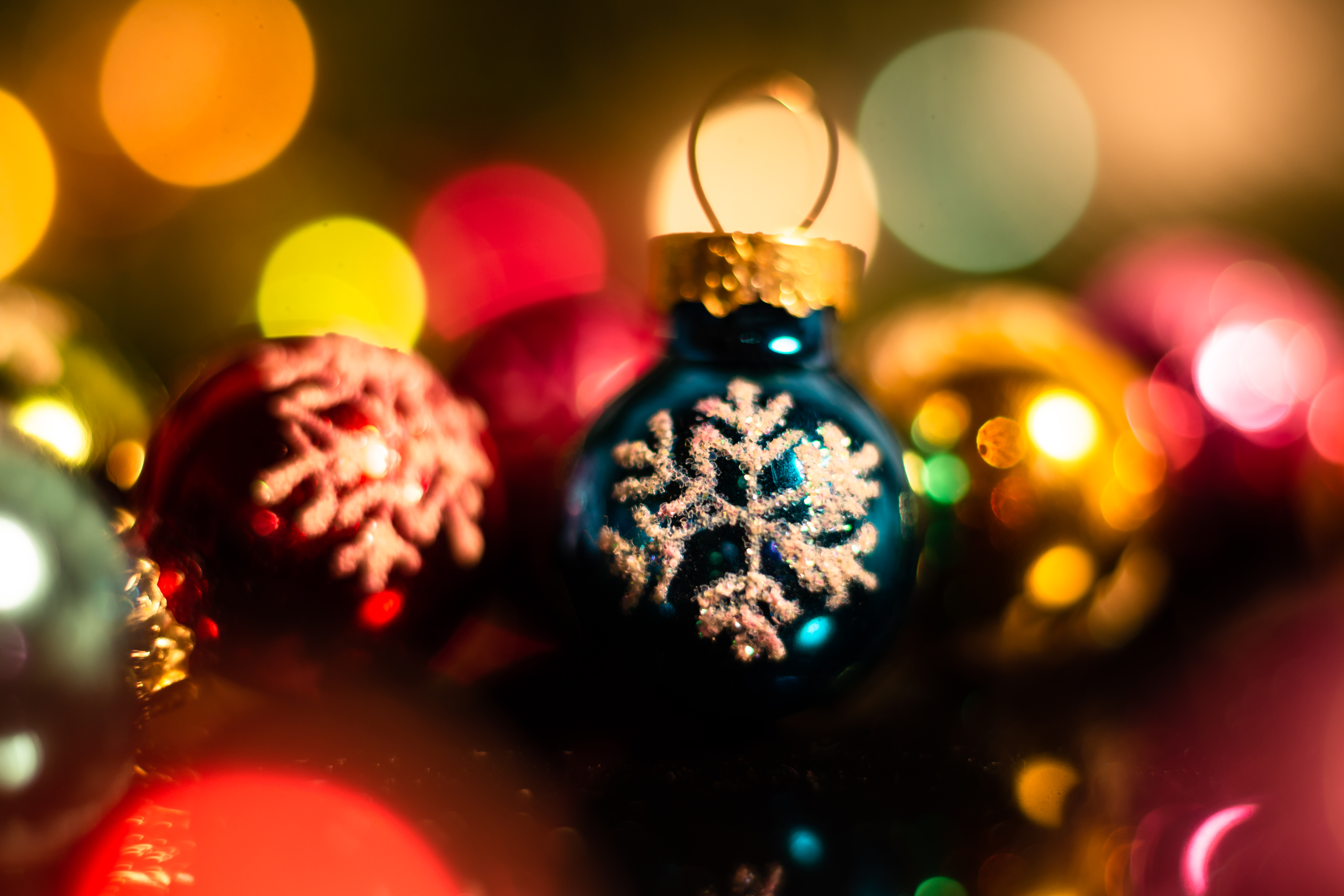 95046 Screensavers and Wallpapers Balls for phone. Download Holidays, New Year, Decorations, Christmas, Balls pictures for free