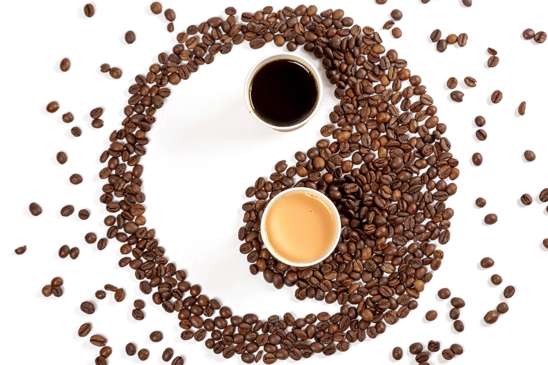 87902 Hintergrundbild herunterladen Lebensmittel, Coffee, Korn, Getreide, Kaffeebohnen, Tassen, Yin-Yang, Yin Yang - Bildschirmschoner und Bilder kostenlos