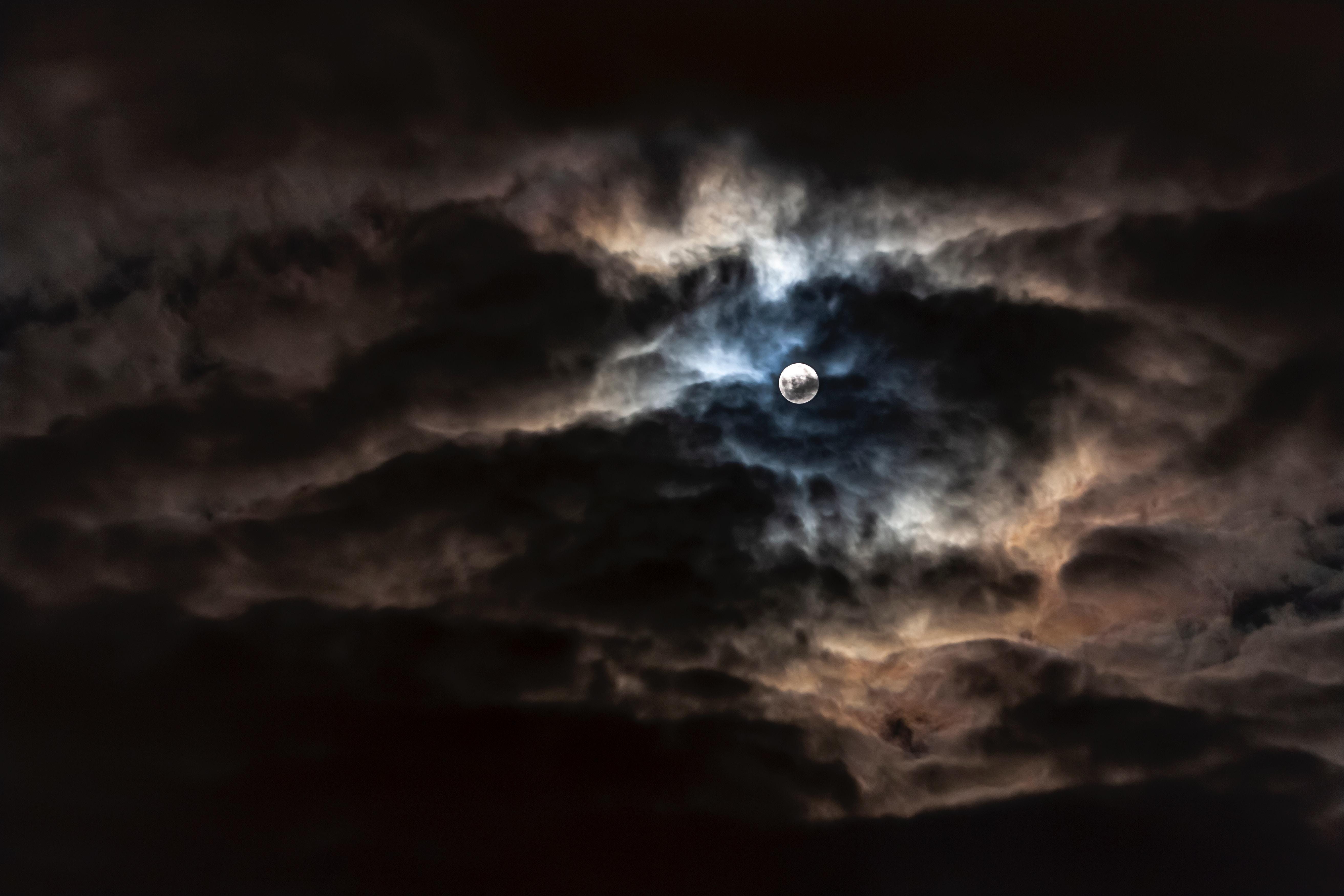 112481 скачать обои Темные, Луна, Полнолуние, Облака, Ночь, Пасмурно - заставки и картинки бесплатно