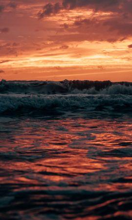 158041 скачать обои Природа, Море, Закат, Сумерки, Волны, Пейзаж - заставки и картинки бесплатно
