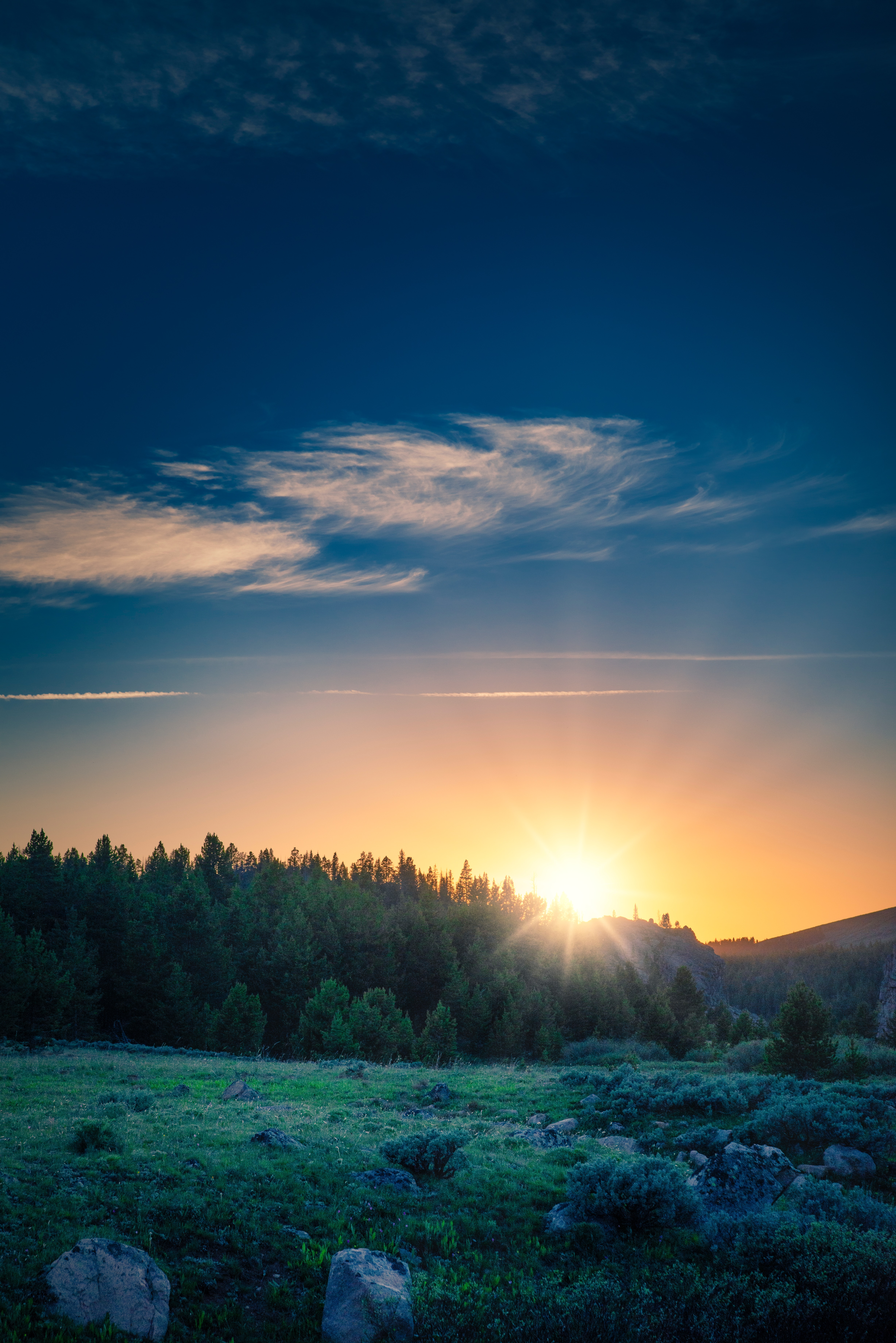 108000 download wallpaper Landscape, Nature, Mountains, Dawn, Forest, Sunlight screensavers and pictures for free