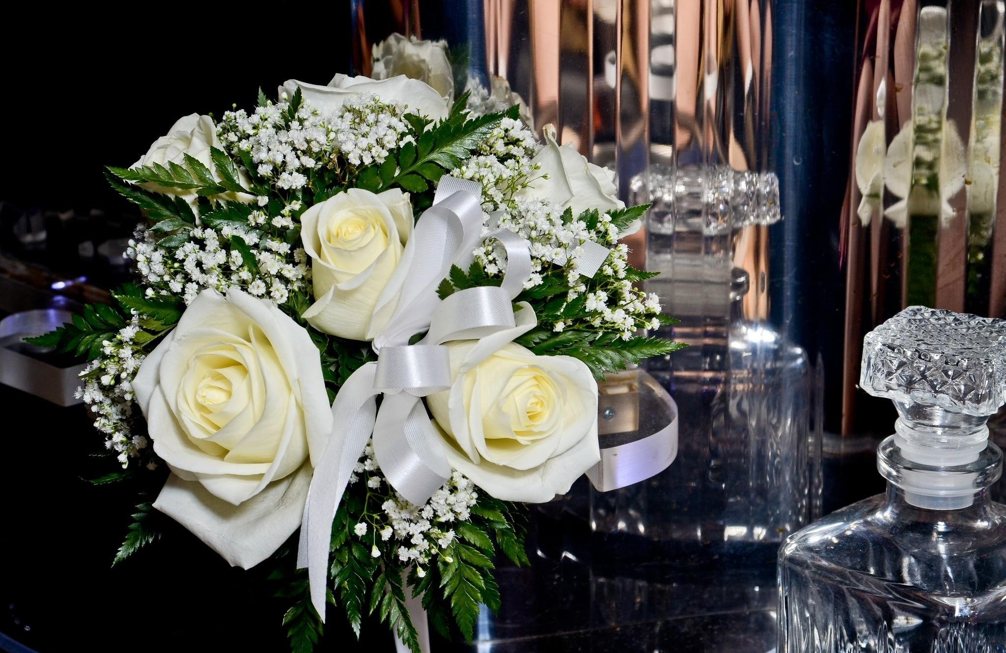 85679 download wallpaper Flowers, Roses, Bouquet, Gypsophilus, Gipsophile, Tape, Crystal screensavers and pictures for free