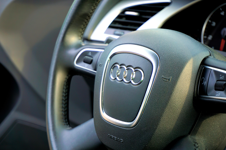 68996 обои 720x1280 на телефон бесплатно, скачать картинки Ауди (Audi), Тачки (Cars), Автомобиль, Руль, Управление 720x1280 на мобильный