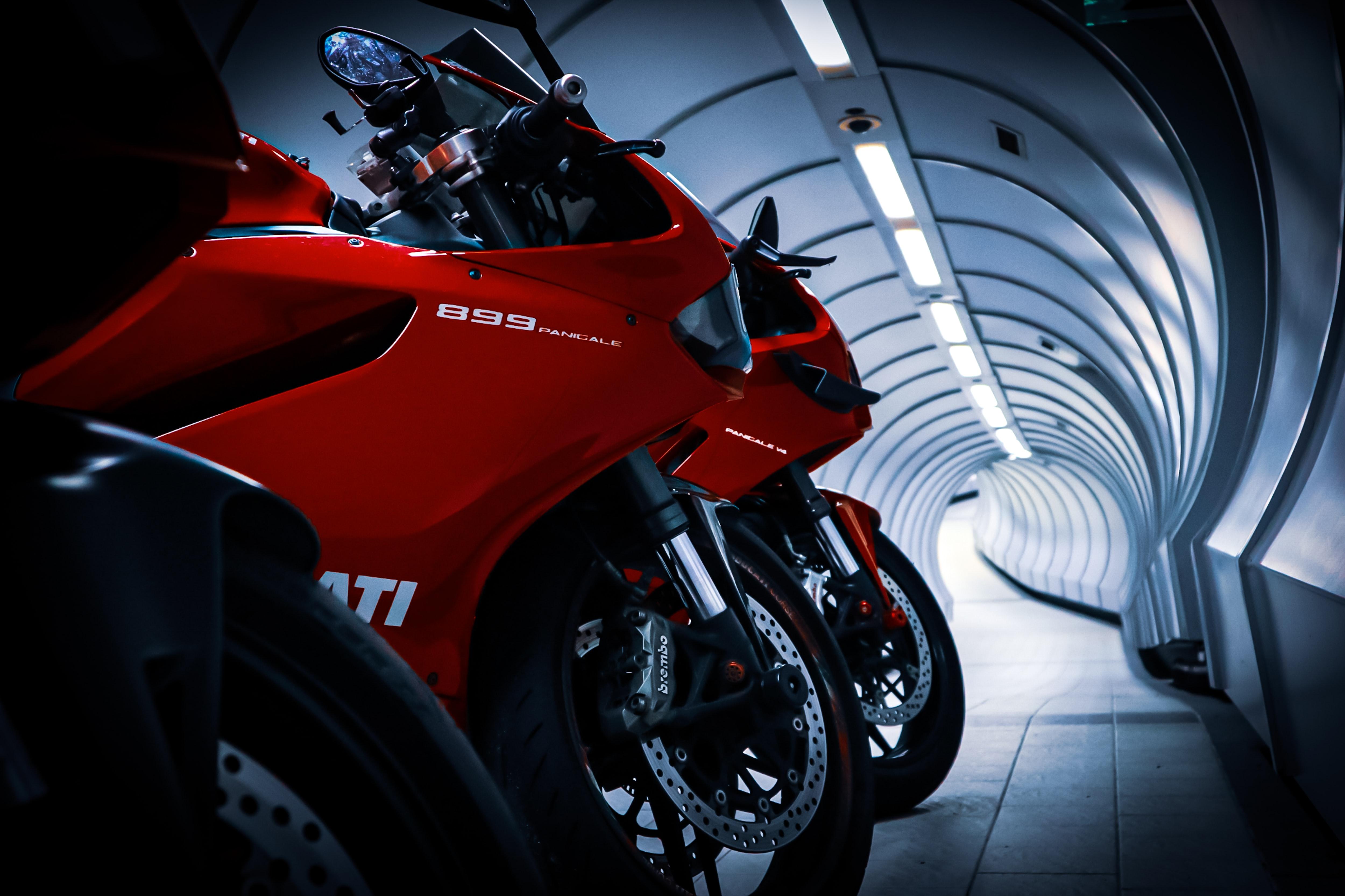 101953 скачать обои Мотоциклы, Дукати (Ducati), Красный, Тоннель - заставки и картинки бесплатно