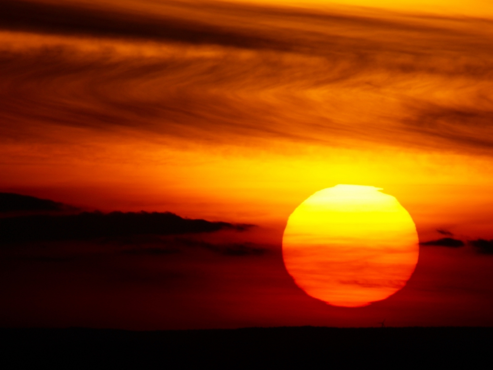 639 download wallpaper Landscape, Sunset, Sky, Sun screensavers and pictures for free