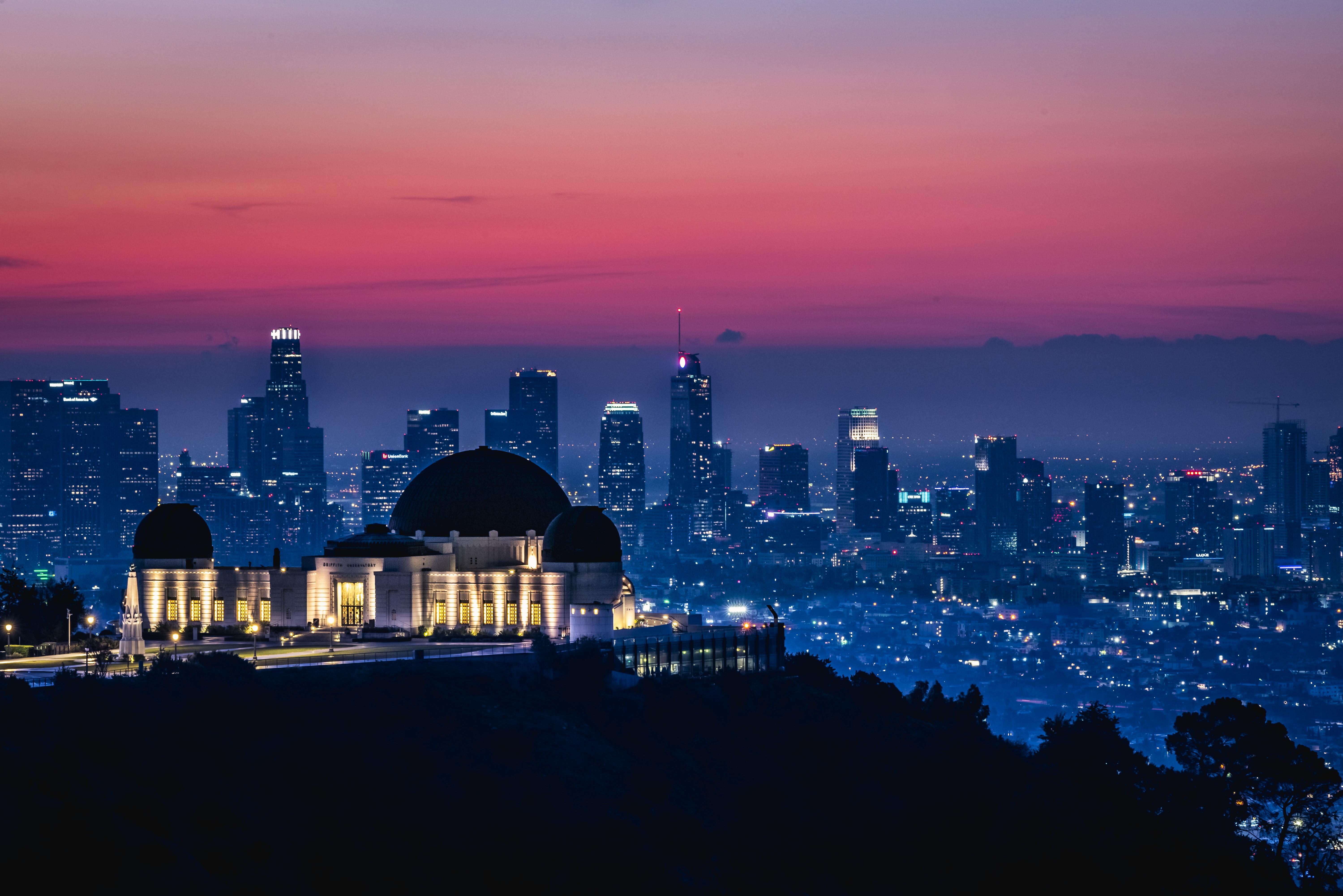 98353 免費下載壁紙 寺庙, 神殿, 夜城, 辉光, 发光, 城市 屏保和圖片