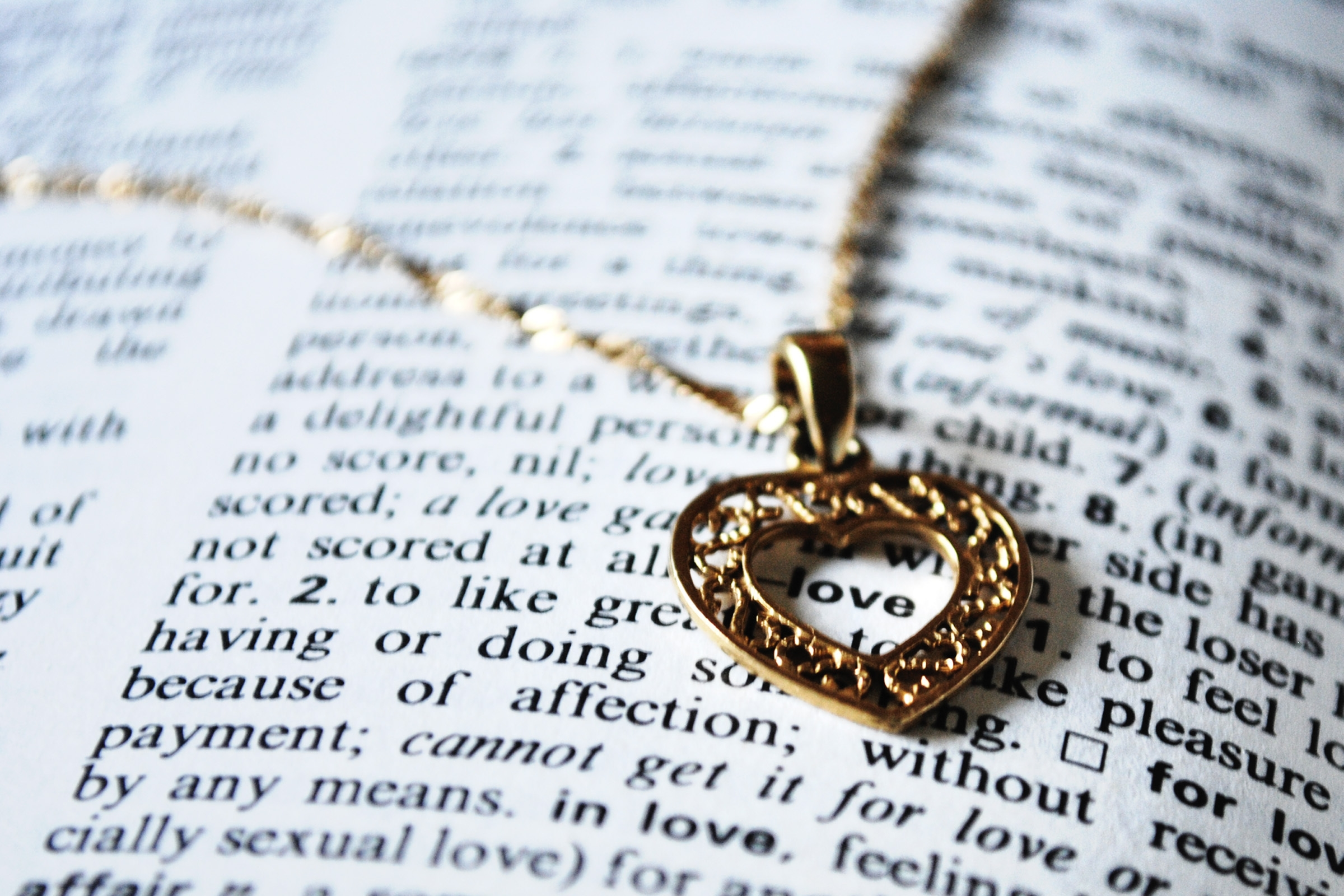 120614 download wallpaper Love, Pendant, Coulomb, Heart, Book, Word, Chain screensavers and pictures for free