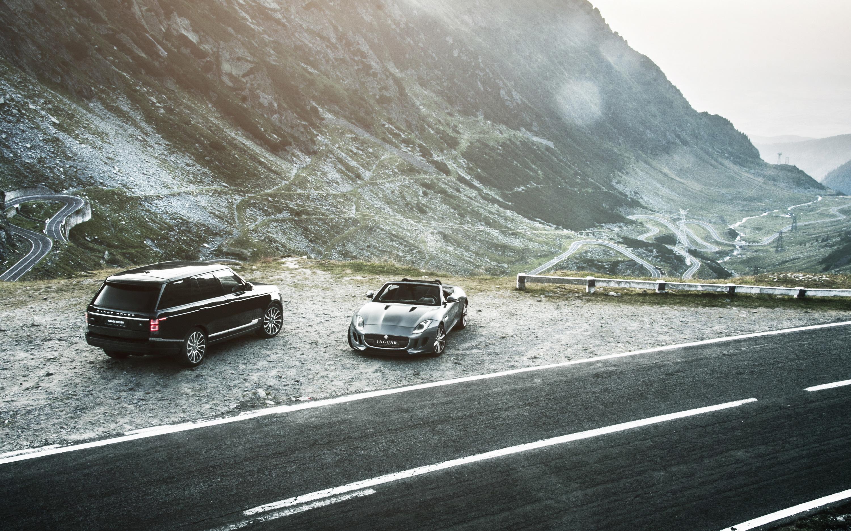 53506 скачать обои Тачки (Cars), Jaguar F-Type, Рендж Ровер (Range Rover), Дорога, Горы - заставки и картинки бесплатно