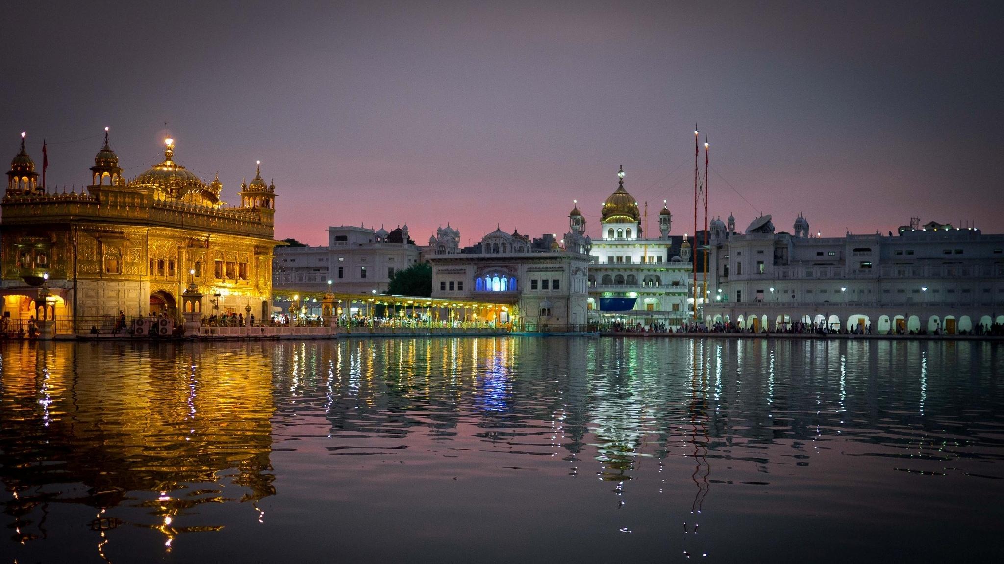99829 免費下載壁紙 城市, 水, 反射, 晚上, 寺庙, 神殿, 印度, 阿姆利则, Amritsar, India, 旁遮普邦, 哈曼迪尔·萨希布, 哈曼迪尔萨吉布 屏保和圖片