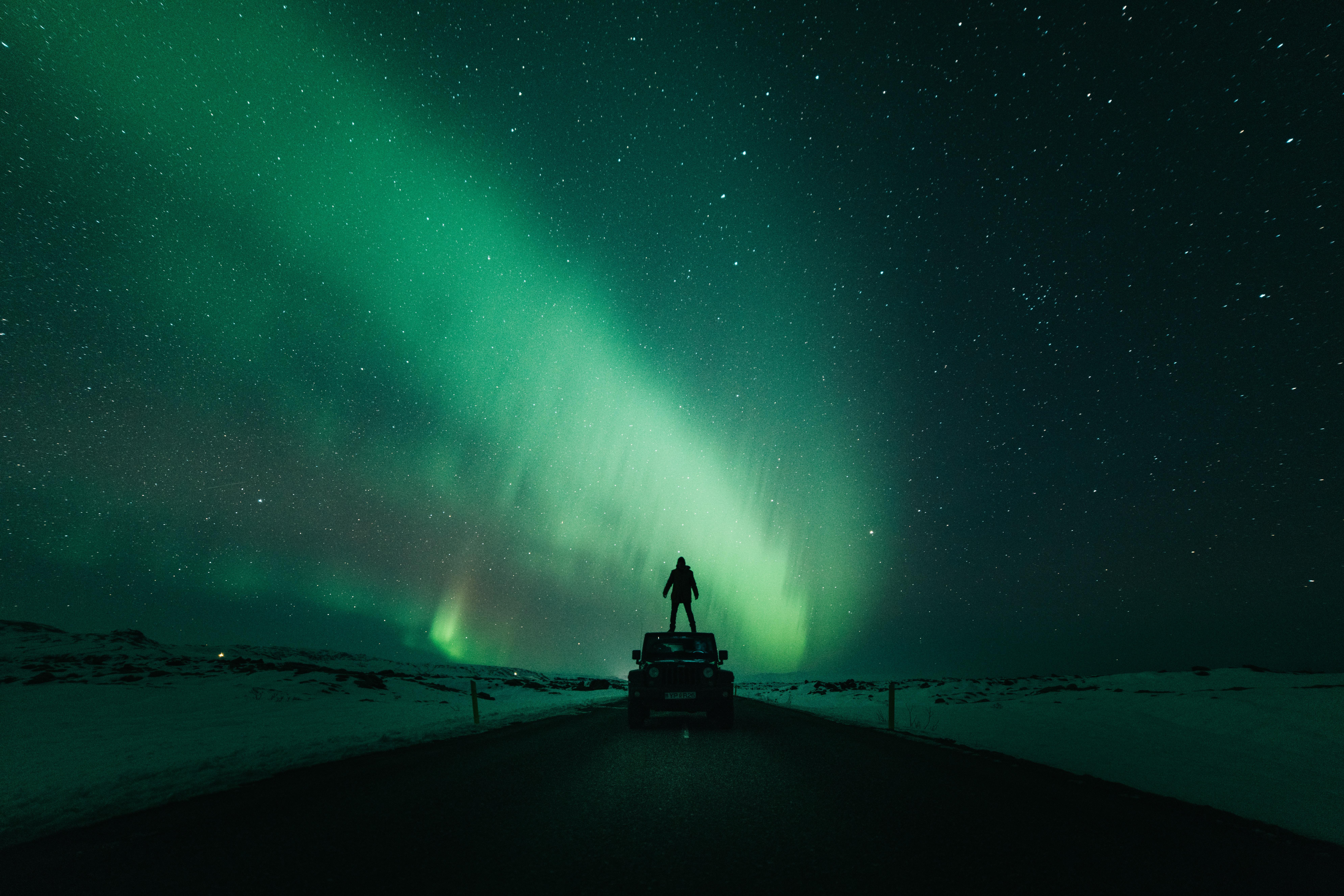 55582 Hintergrundbild herunterladen Auto, Sterne, Schein, Dunkel, Silhouette, Nachthimmel - Bildschirmschoner und Bilder kostenlos
