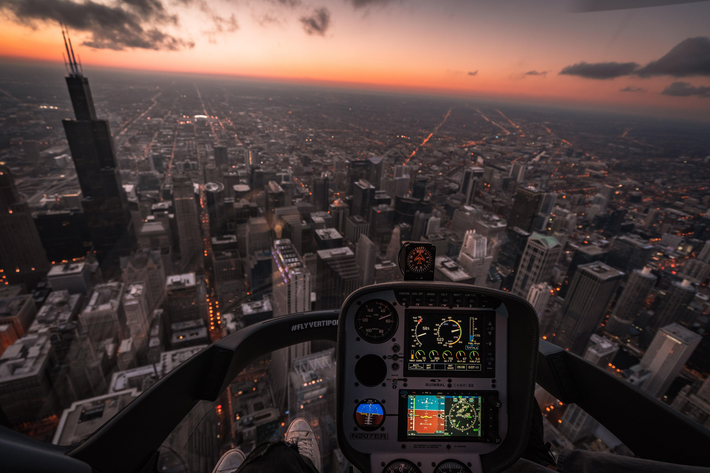 156071 Hintergrundbild herunterladen Flugzeuge, Städte, Stadt, Blick Von Oben, Flug, Cockpit, Steuerung, Management, Luftfahrt - Bildschirmschoner und Bilder kostenlos