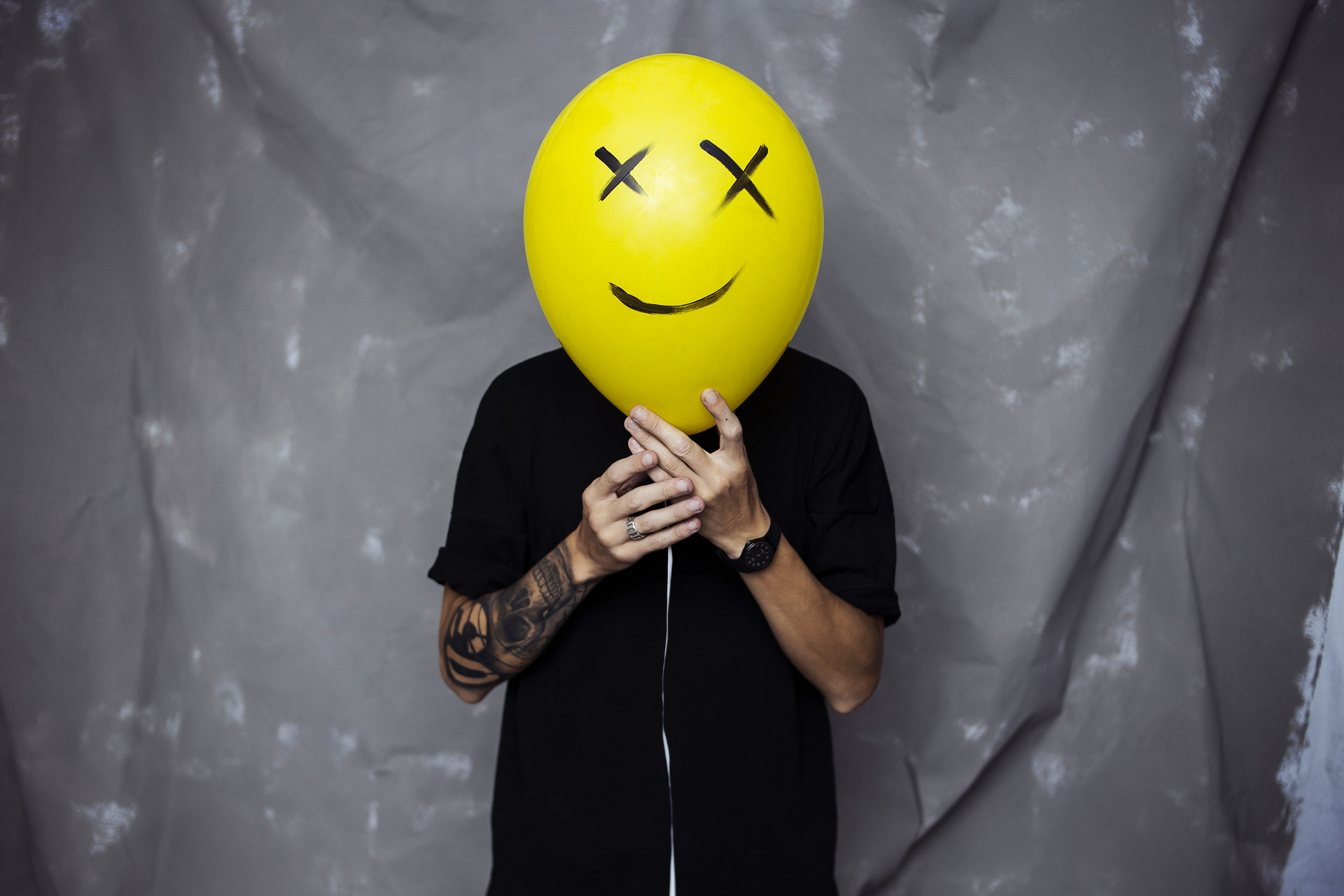 112007 Screensavers and Wallpapers Emoticon for phone. Download Miscellanea, Miscellaneous, Balloon, Hands, Tattoo, Emoticon, Smiley pictures for free