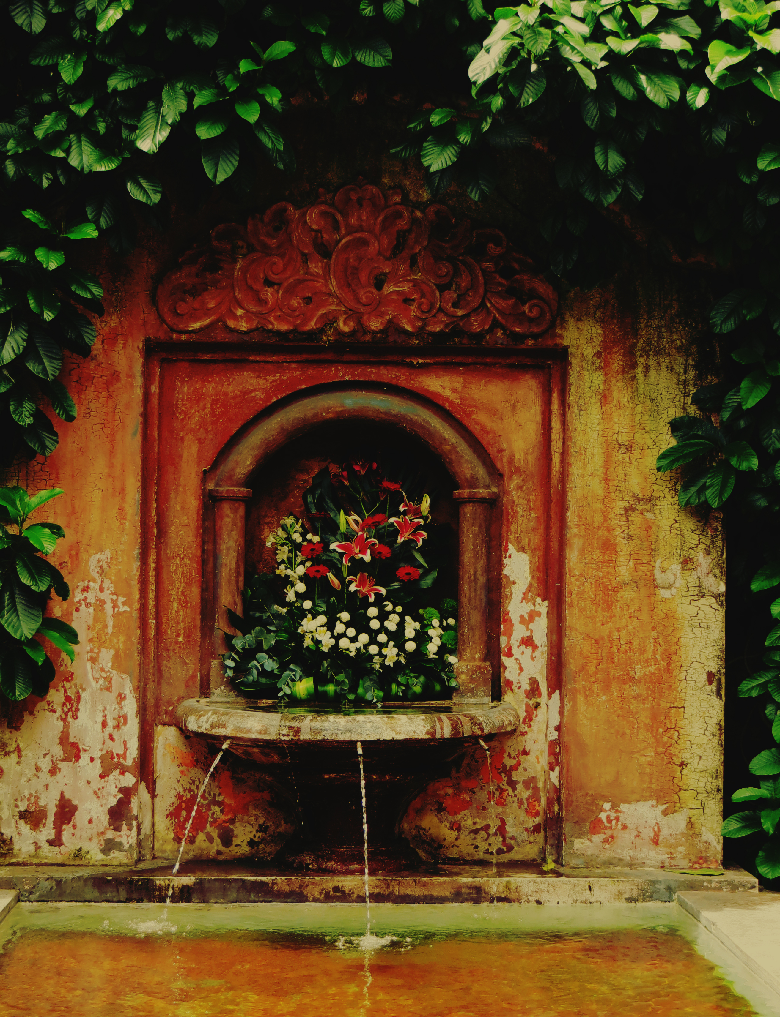 80068 Screensavers and Wallpapers Fountain for phone. Download Flowers, Fountain, Miscellanea, Miscellaneous, Old, Shabby, Ancient, Source pictures for free