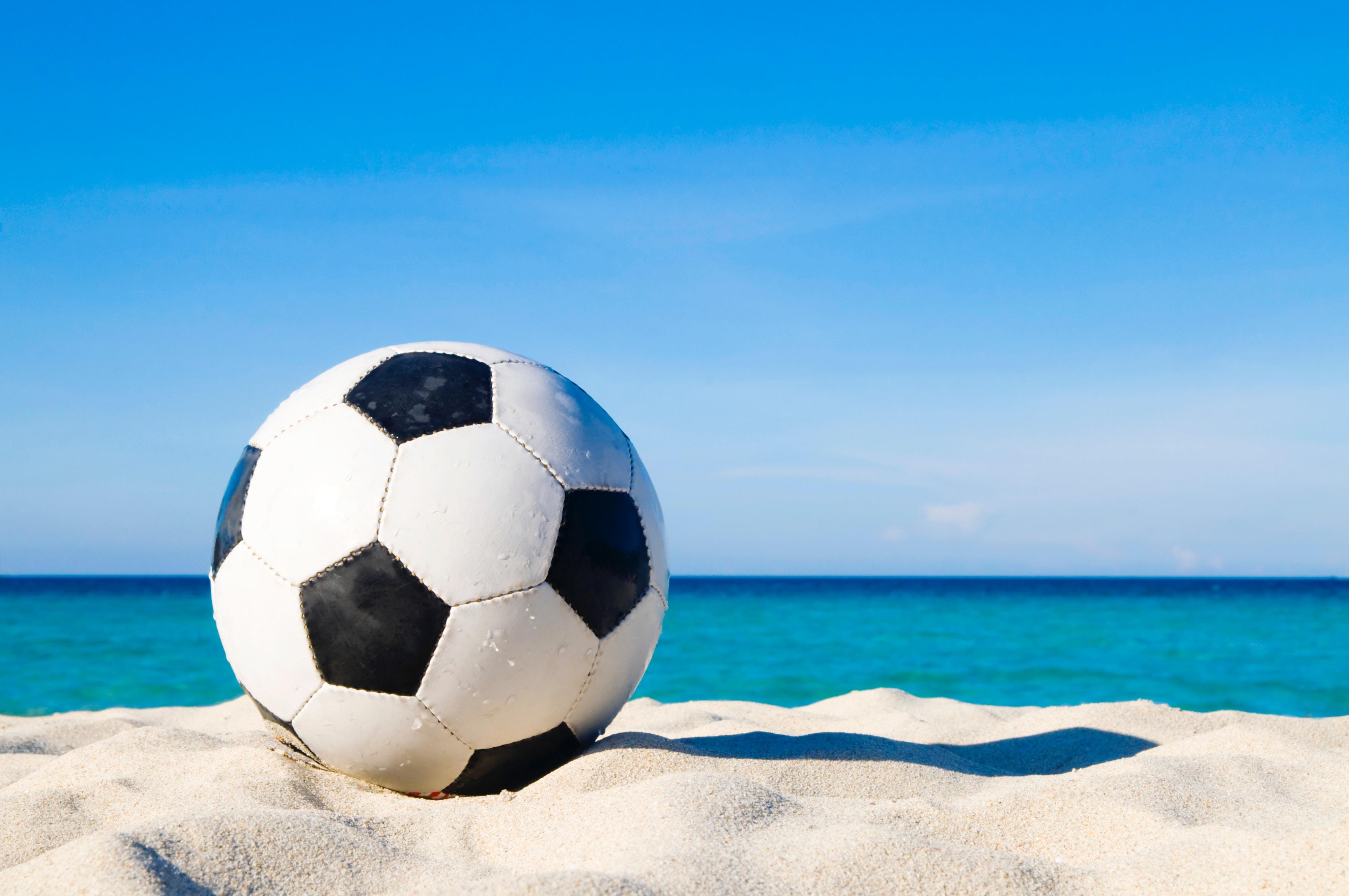 97901 скачать обои Спорт, Футбольный Мяч, Футбол, Песок - заставки и картинки бесплатно