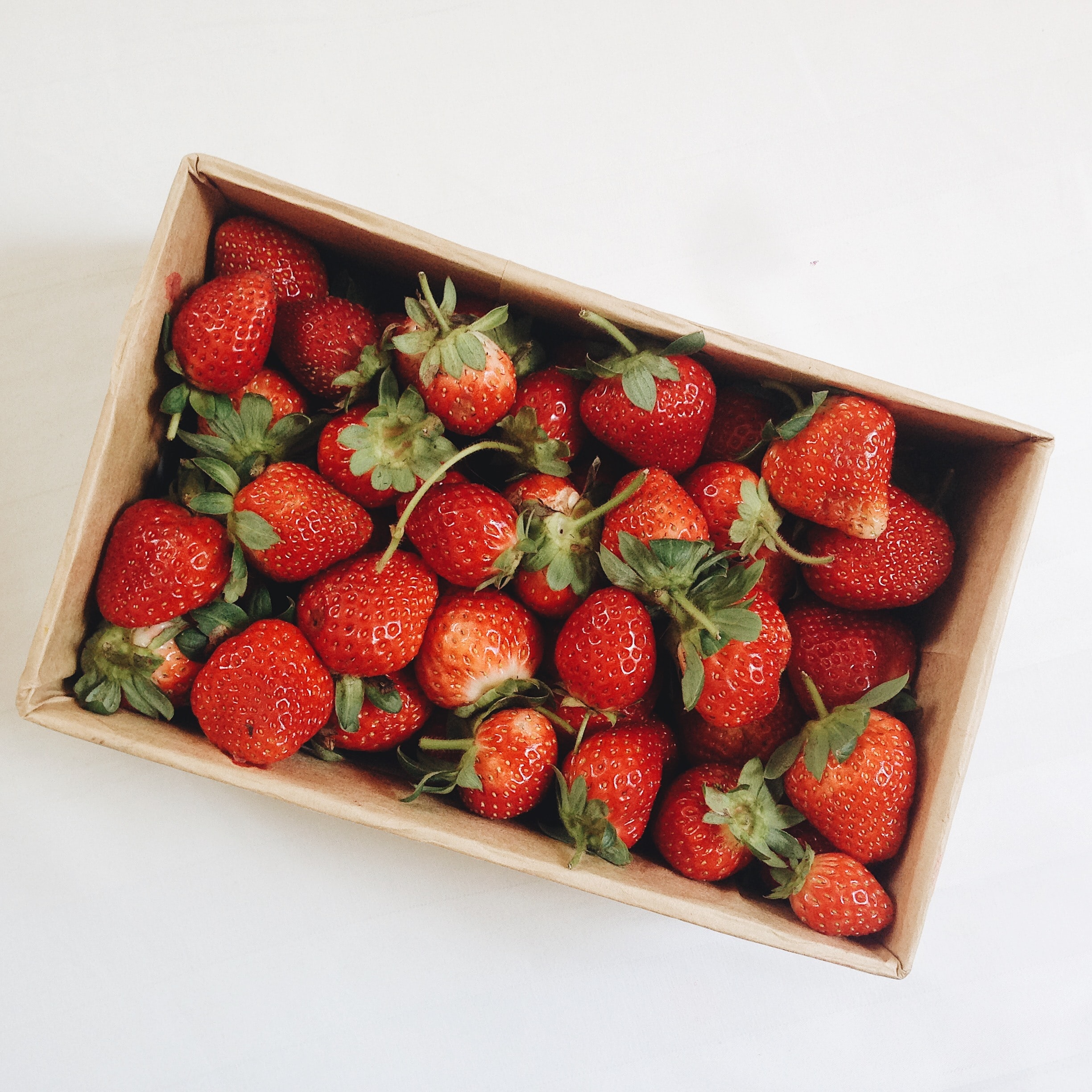 101313 download wallpaper Food, Strawberry, Box, Fruits, Berries screensavers and pictures for free