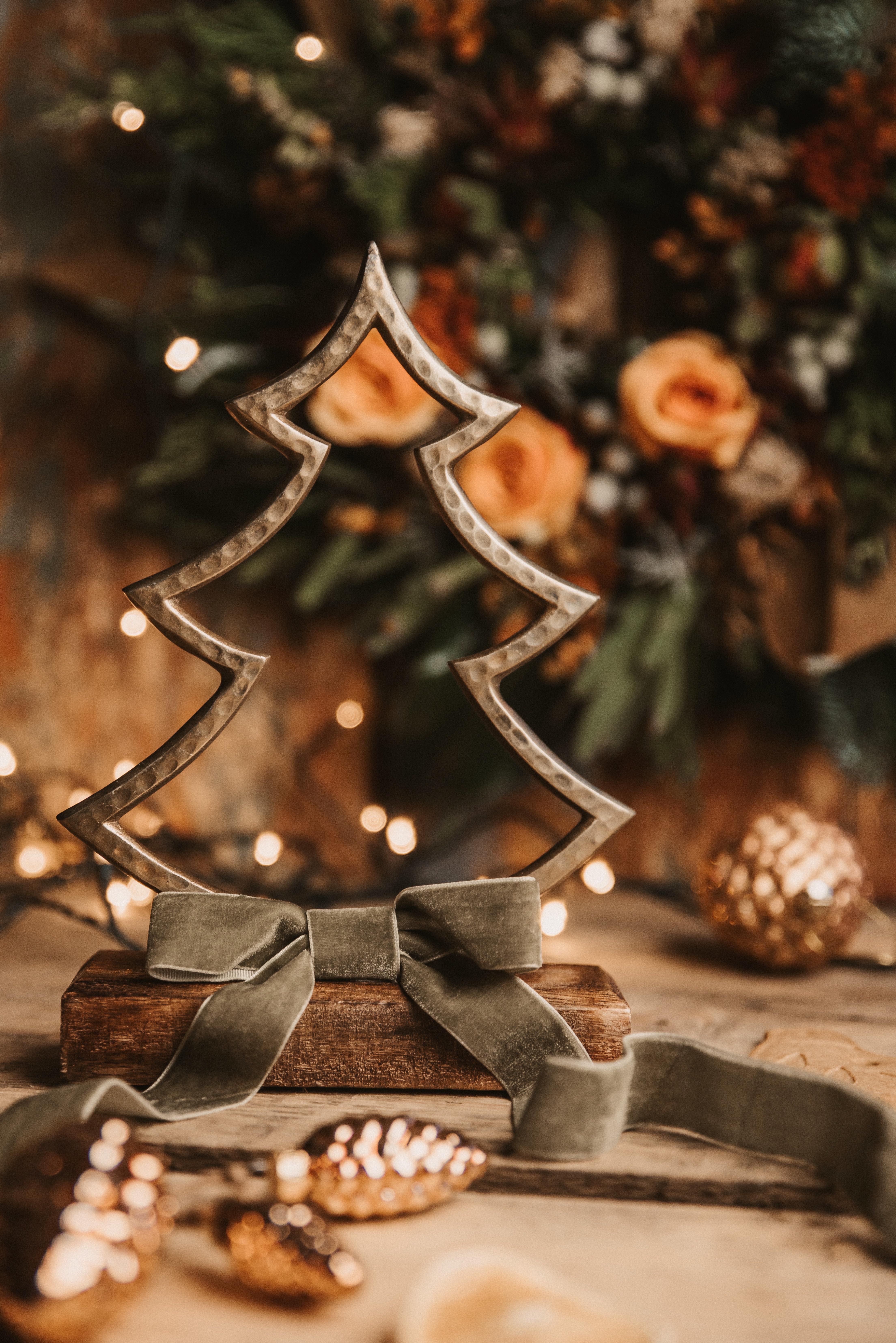 130537 скачать обои Праздники, Елка, Украшение, Шишки, Новый Год, Рождество - заставки и картинки бесплатно