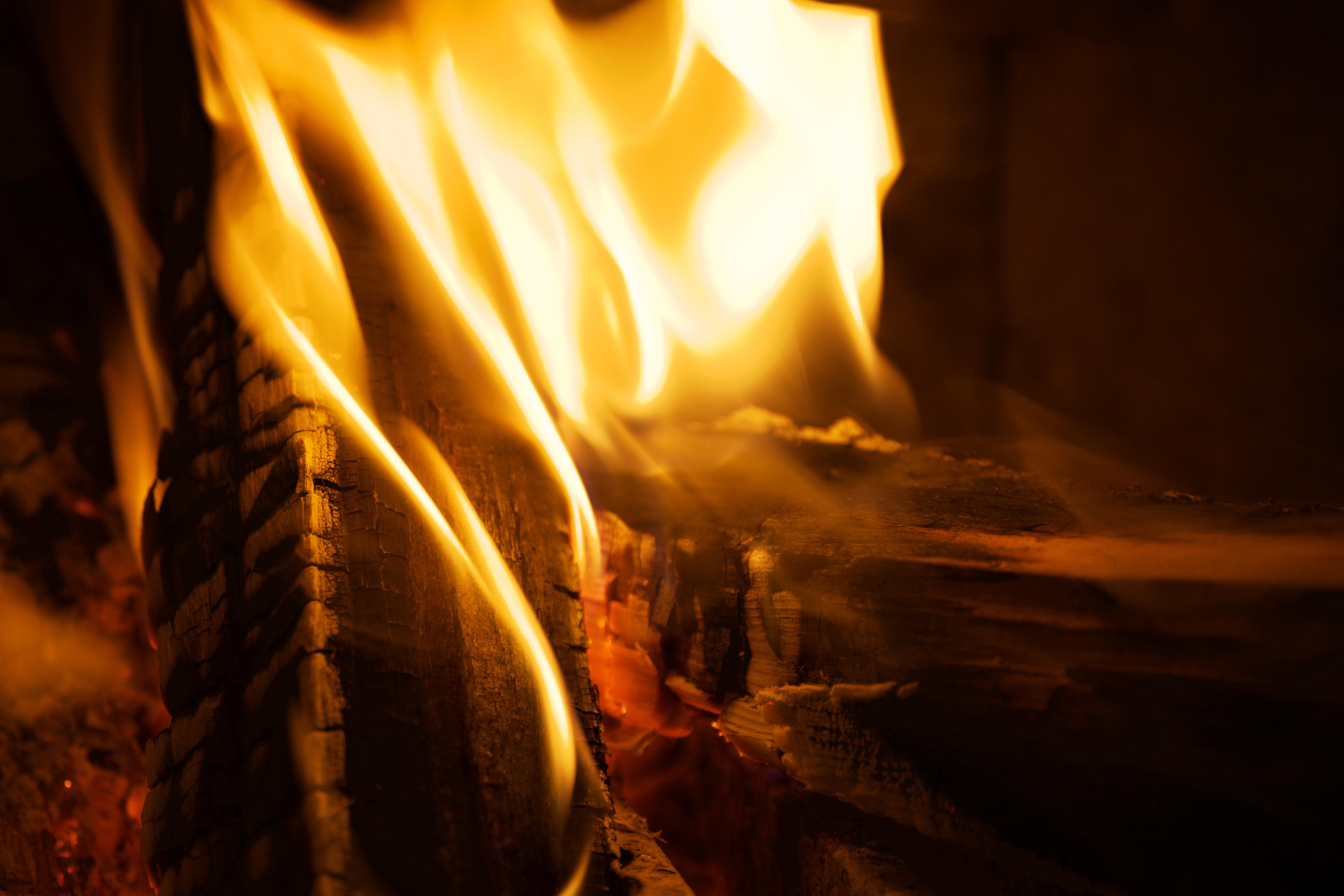 145883 免費下載壁紙 黑暗的, 黑暗, 火, 柴, 木柴, 燃烧, 火焰, 特写 屏保和圖片