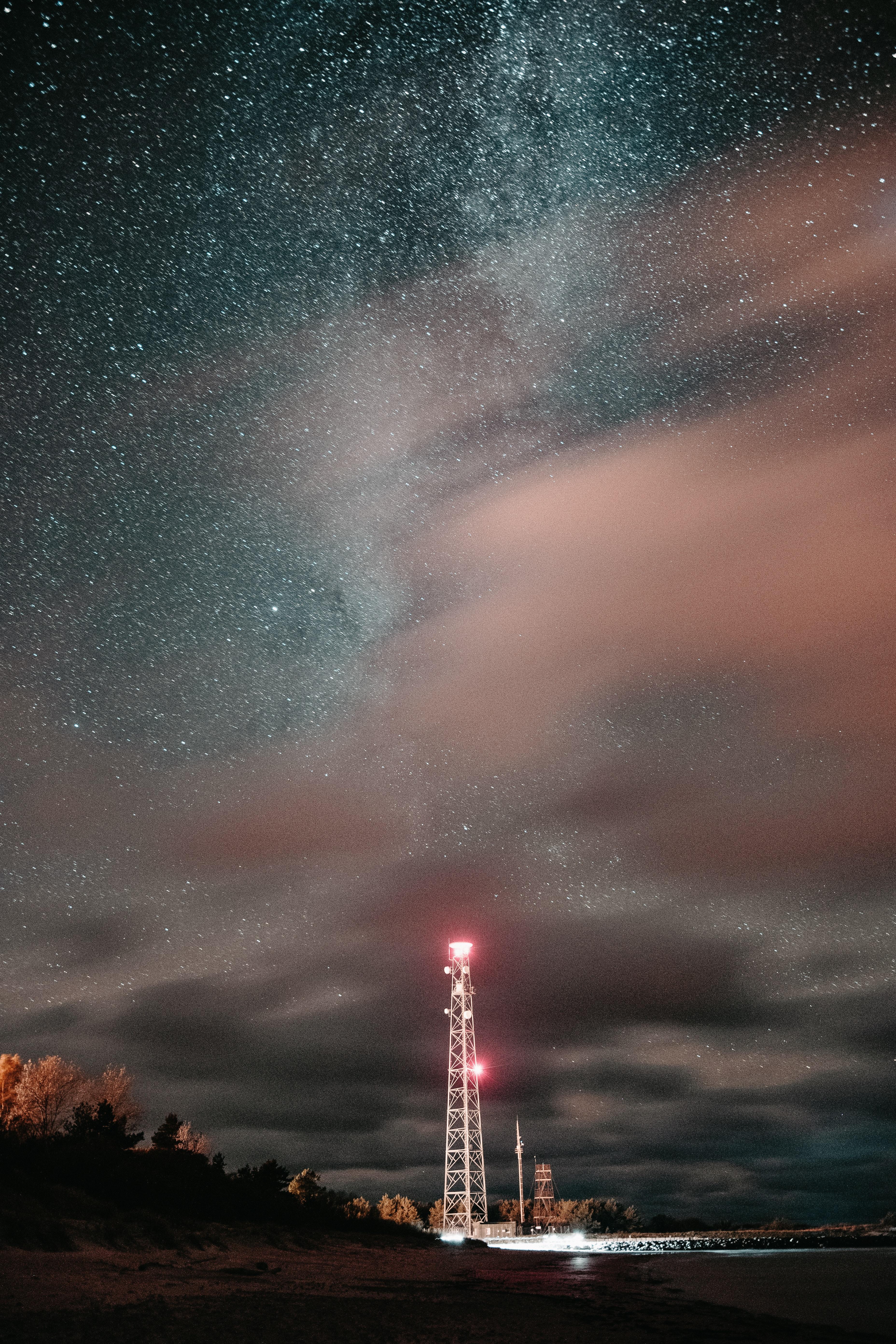 135618 скачать обои Темные, Башня, Ночь, Звездное Небо, Свечение, Звезды - заставки и картинки бесплатно