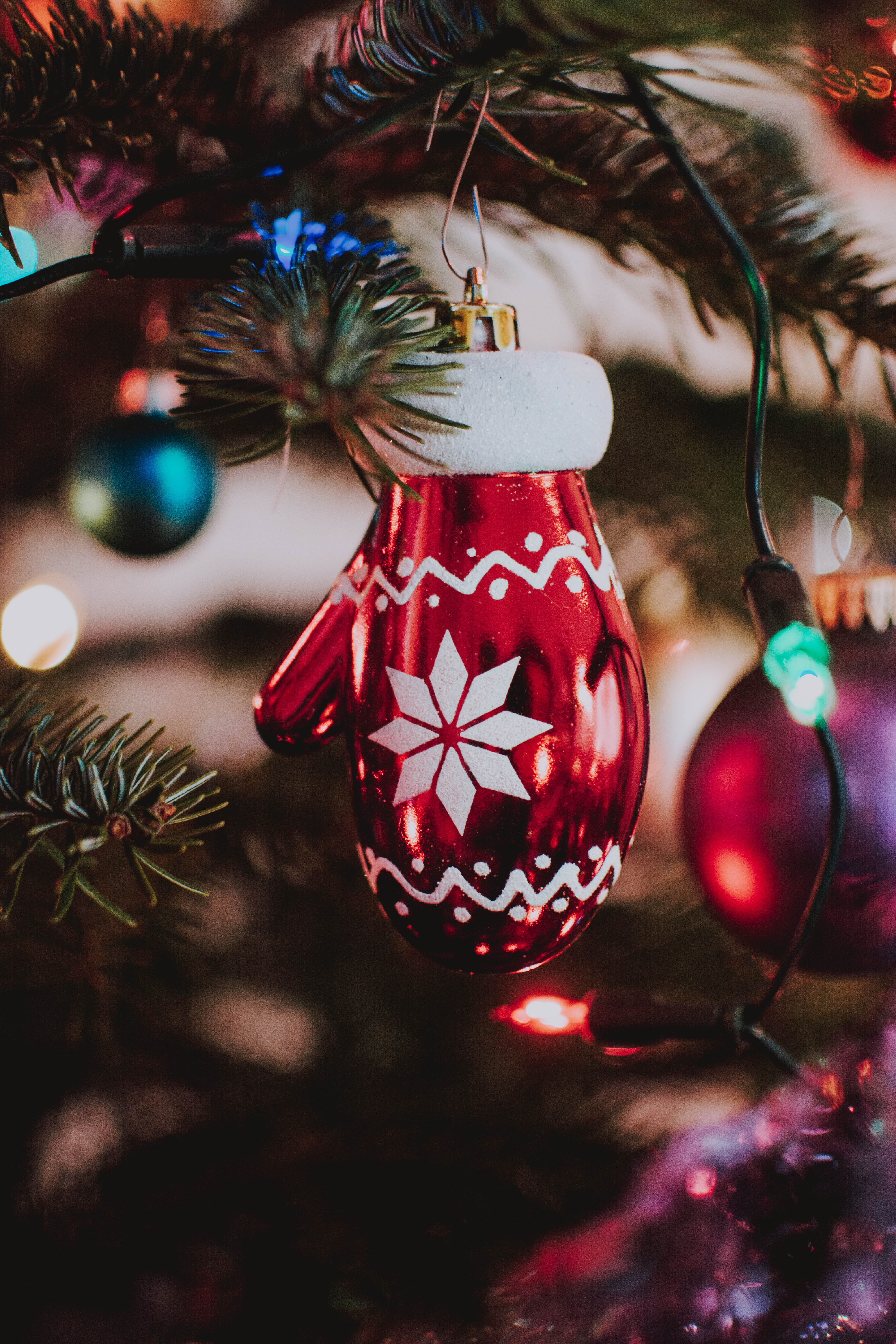 108063 download wallpaper Holidays, Christmas Tree Toy, Mitten, Christmas, New Year, Decoration screensavers and pictures for free