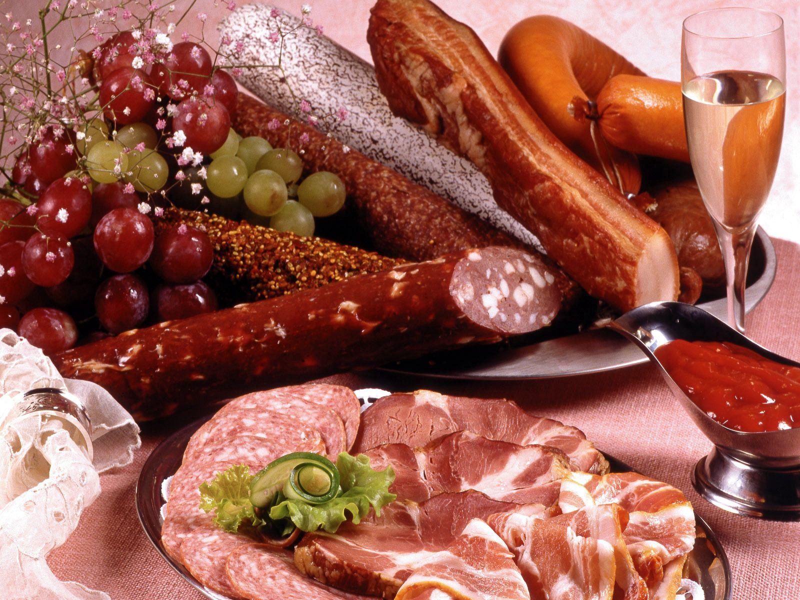 93046 скачать обои Еда, Колбаса, Мясо, Нарезка, Вино, Соус, Виноград - заставки и картинки бесплатно