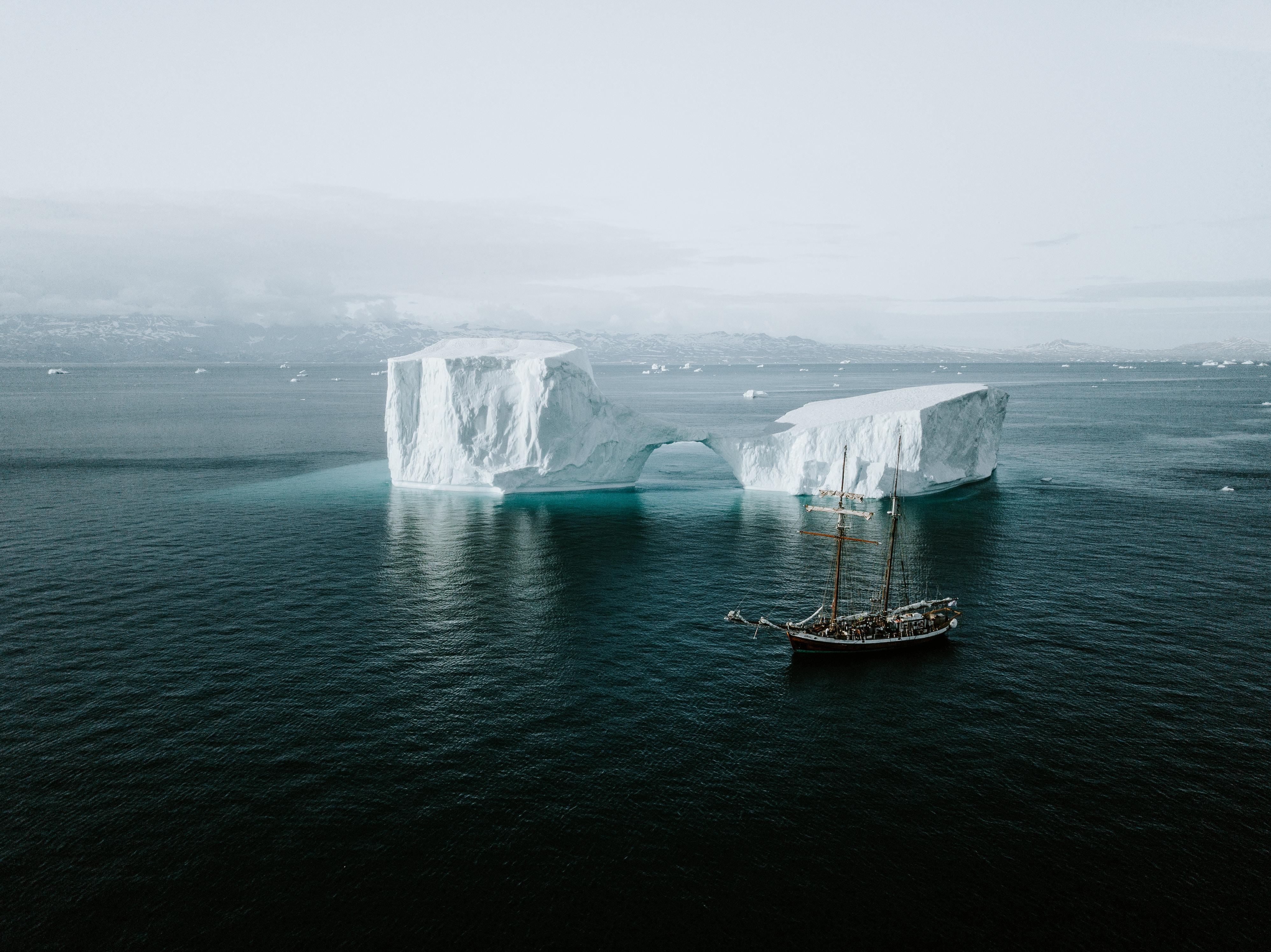 73072 скачать обои Природа, Море, Айсберг, Корабль, Лед, Вода - заставки и картинки бесплатно
