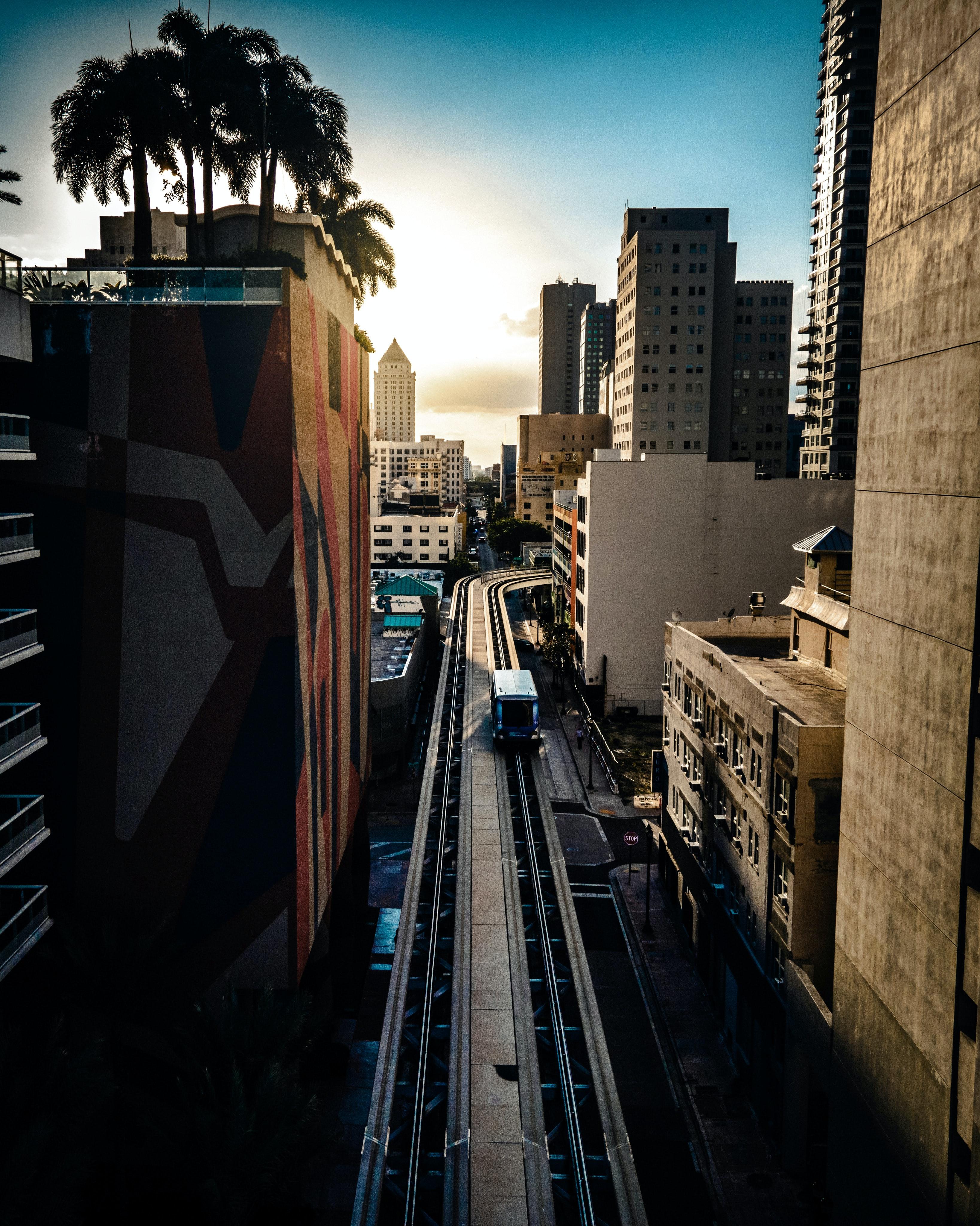 138633壁紙のダウンロード市, 都市, 電車, 列車, 建物, 上から見る-スクリーンセーバーと写真を無料で