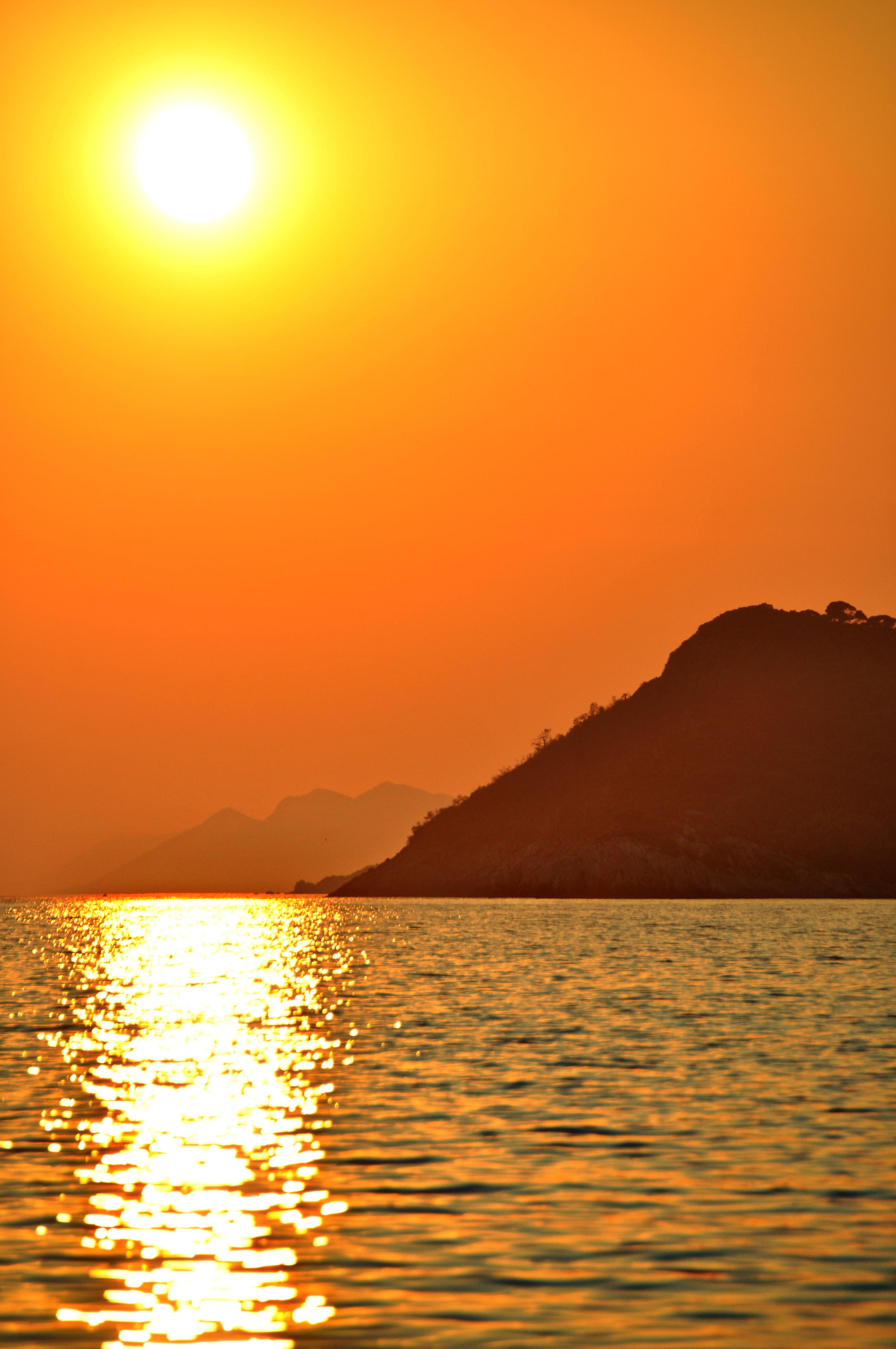 115999 télécharger le fond d'écran Nature, Coucher De Soleil, Montagnes, Mer, Sun, Éblouissement, Éclat - économiseurs d'écran et images gratuitement