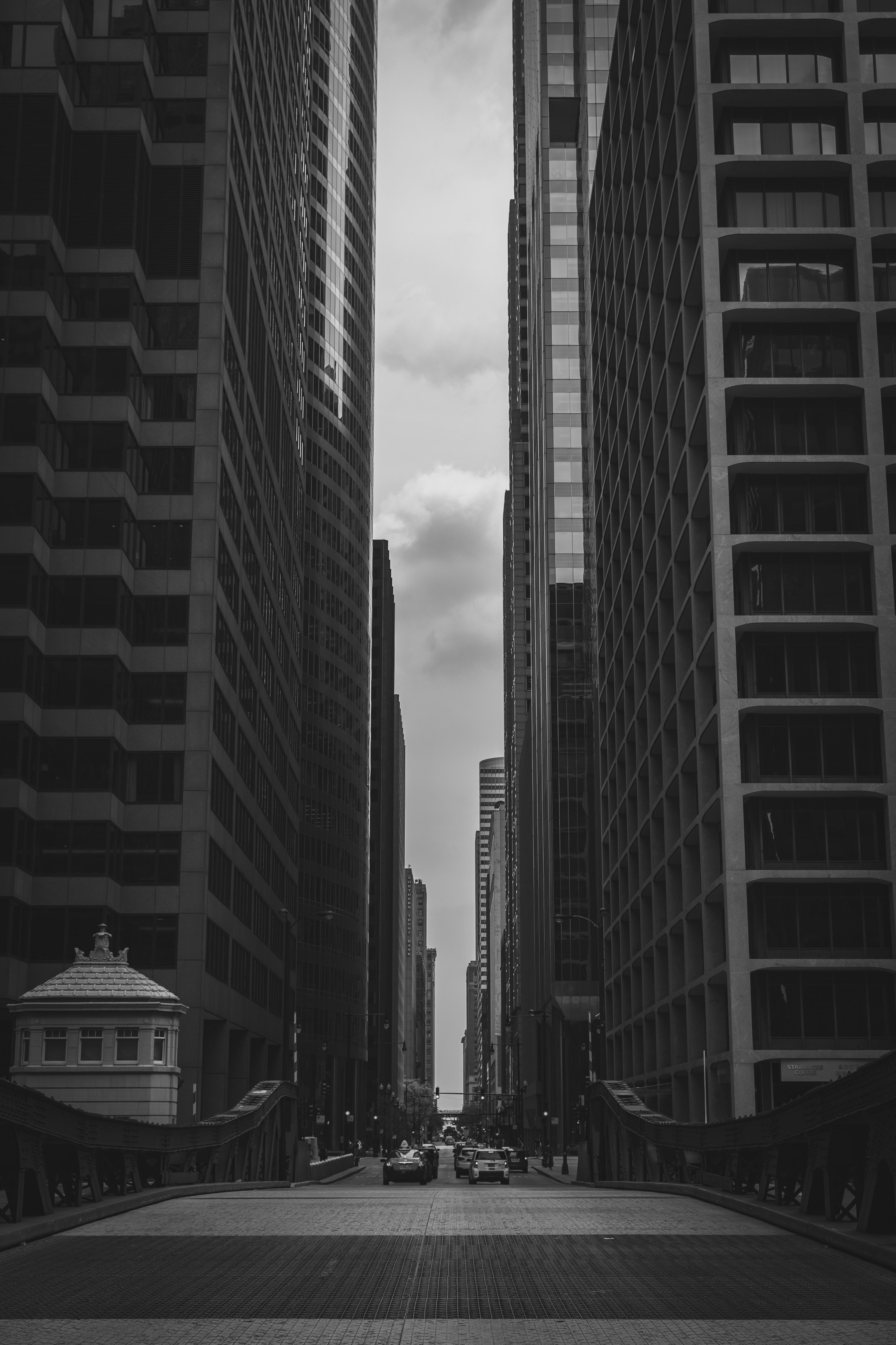 140003 скачать обои Здания, Города, Город, Чб - заставки и картинки бесплатно
