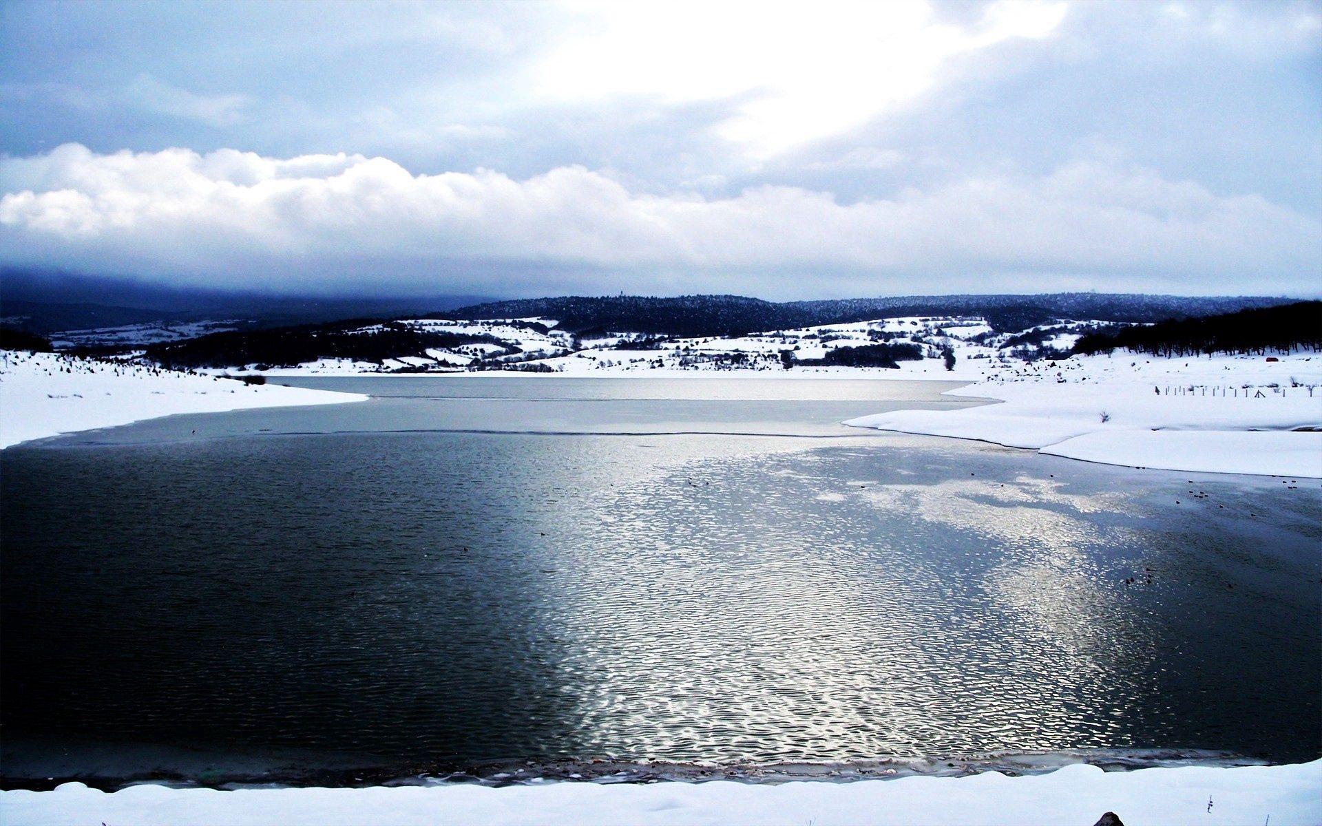 88207 скачать обои Природа, Озеро, Холод, Вода, Гладь, Лед, Снег, Облака, Переливы - заставки и картинки бесплатно