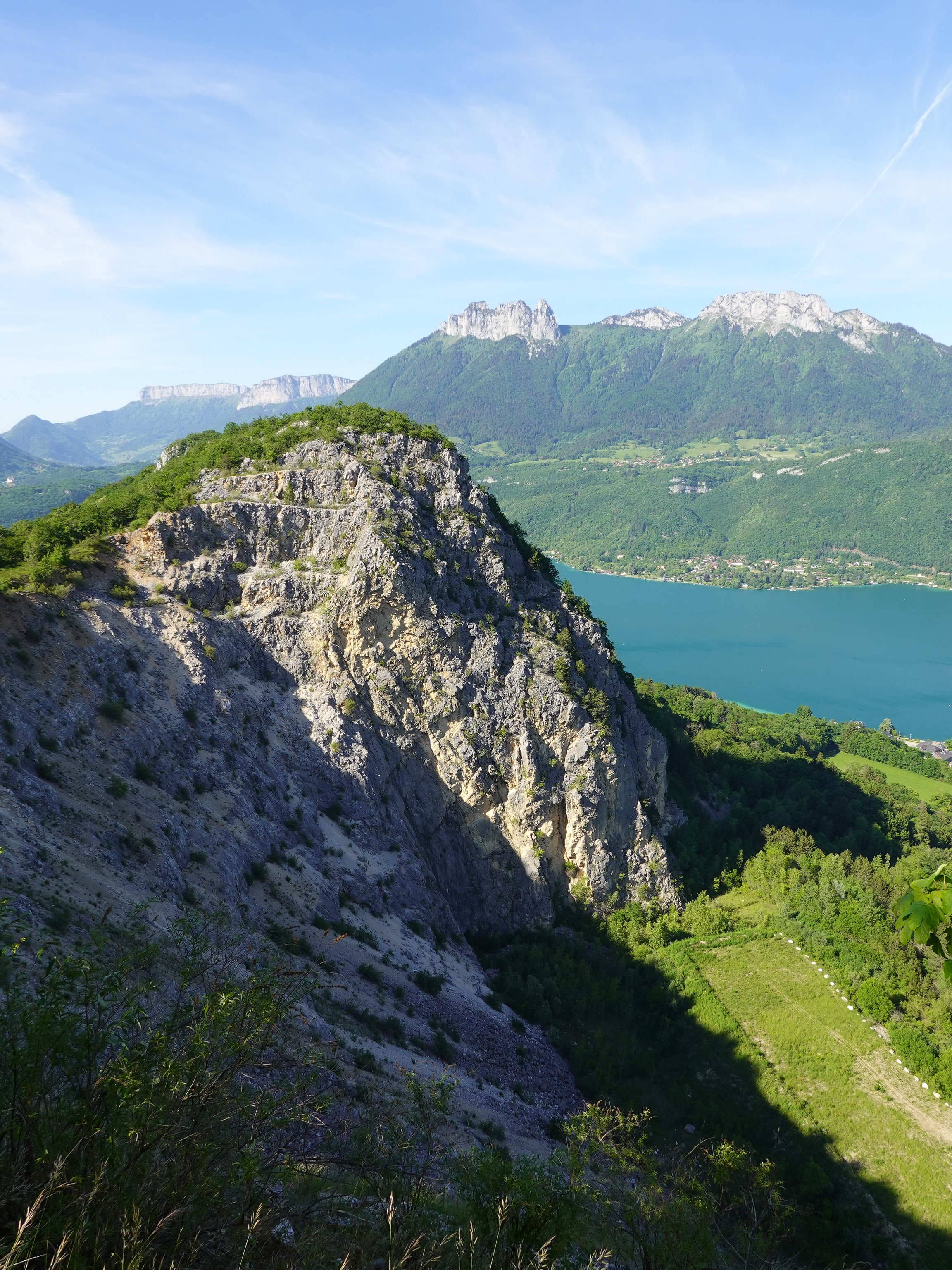139405 download wallpaper Nature, Rocks, Tops, Vertex, Sea, Branches, Mountains screensavers and pictures for free
