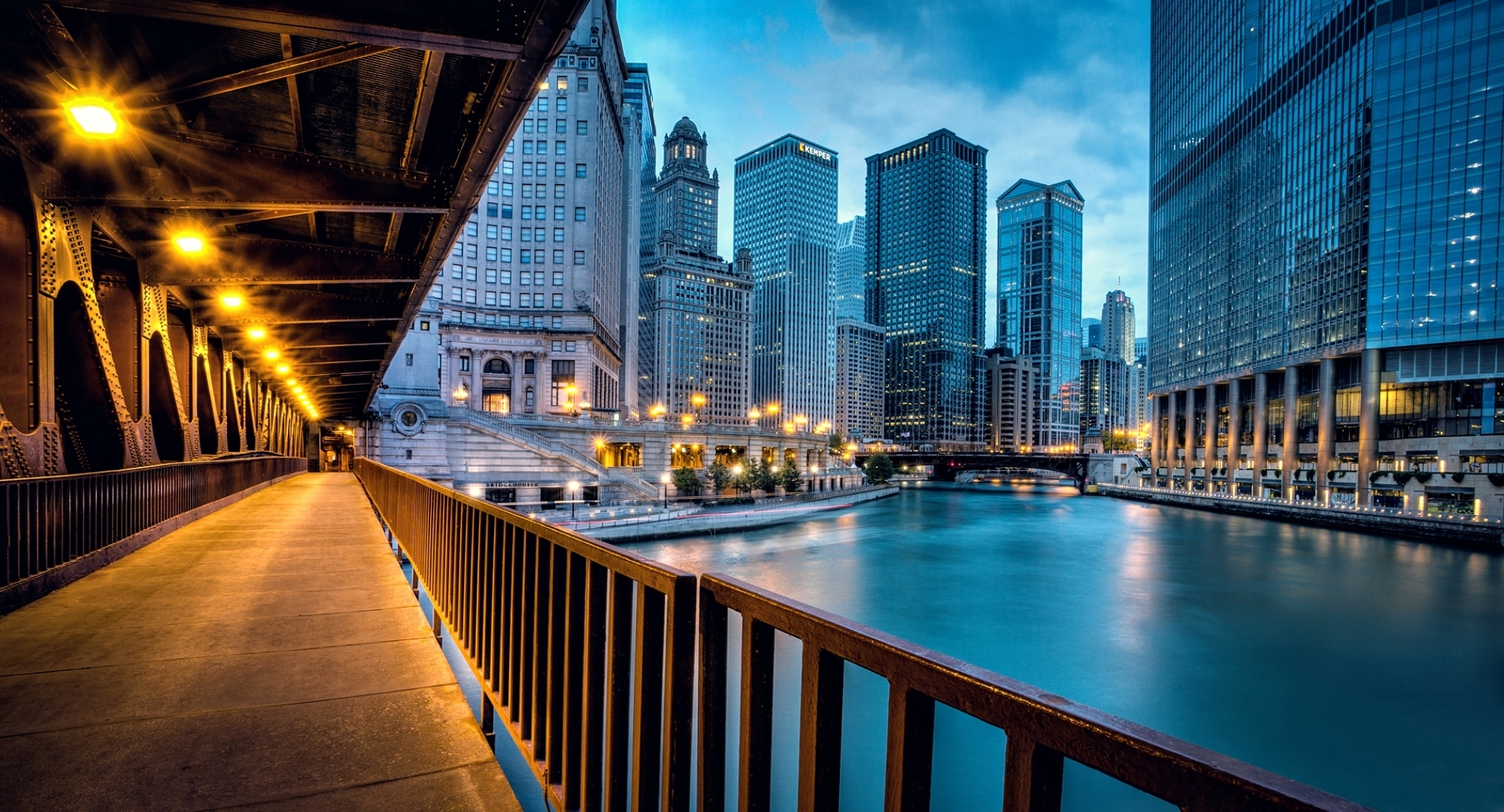 89995 download wallpaper Cities, Houses, Rivers, Usa, City, Building, Shine, Light, Road, Skyscrapers, Bridge, Illumination, Evening, United States, Lighting, Chicago, Illinois, Llinois screensavers and pictures for free