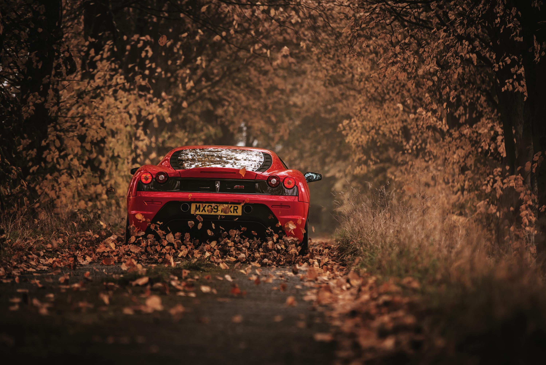99457 скачать обои Феррари (Ferrari), Осень, Тачки (Cars), Красный, Вид Сзади, Гоночный, Scuderia - заставки и картинки бесплатно