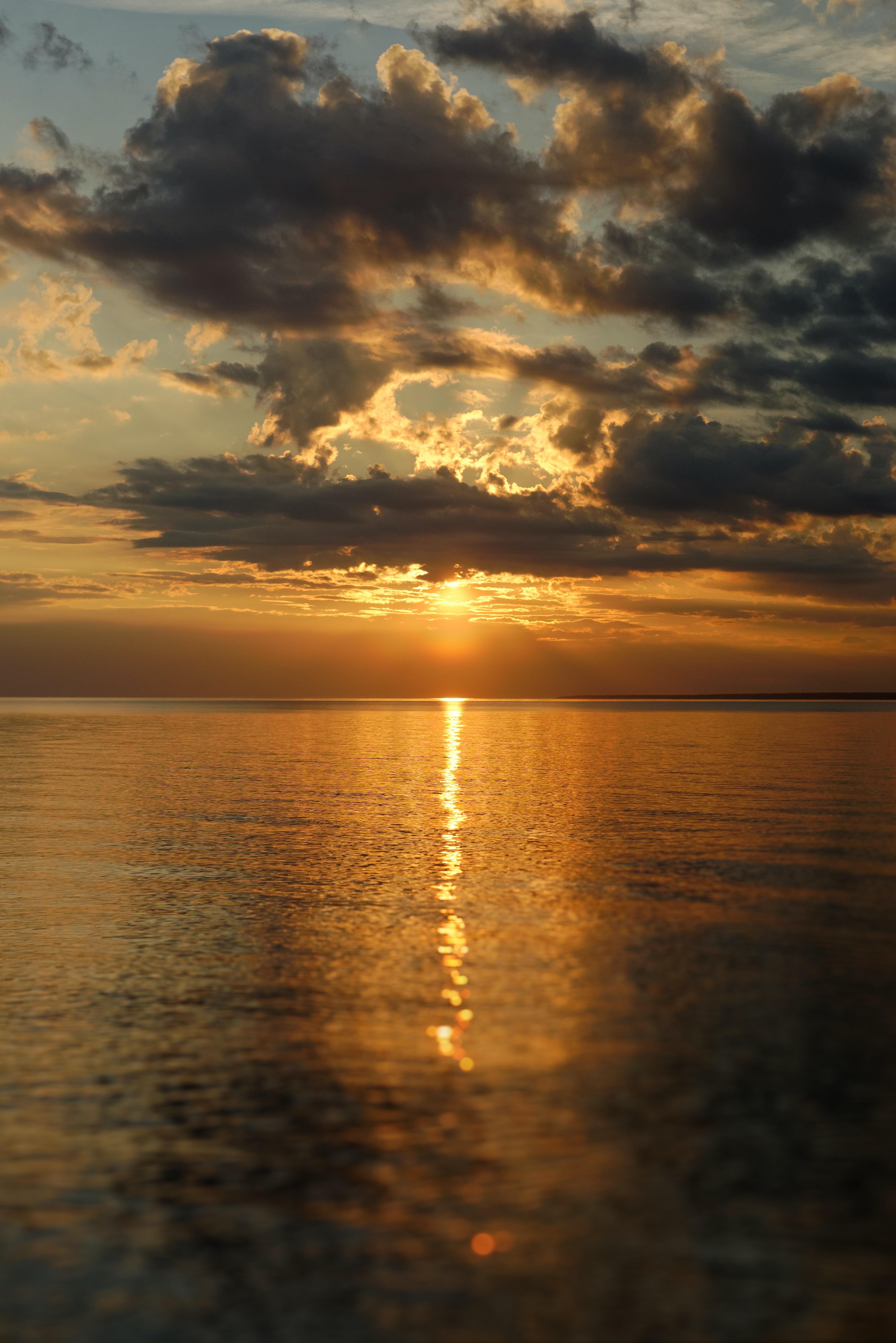 157745 скачать обои Природа, Закат, Блики, Горизонт, Море, Облака - заставки и картинки бесплатно