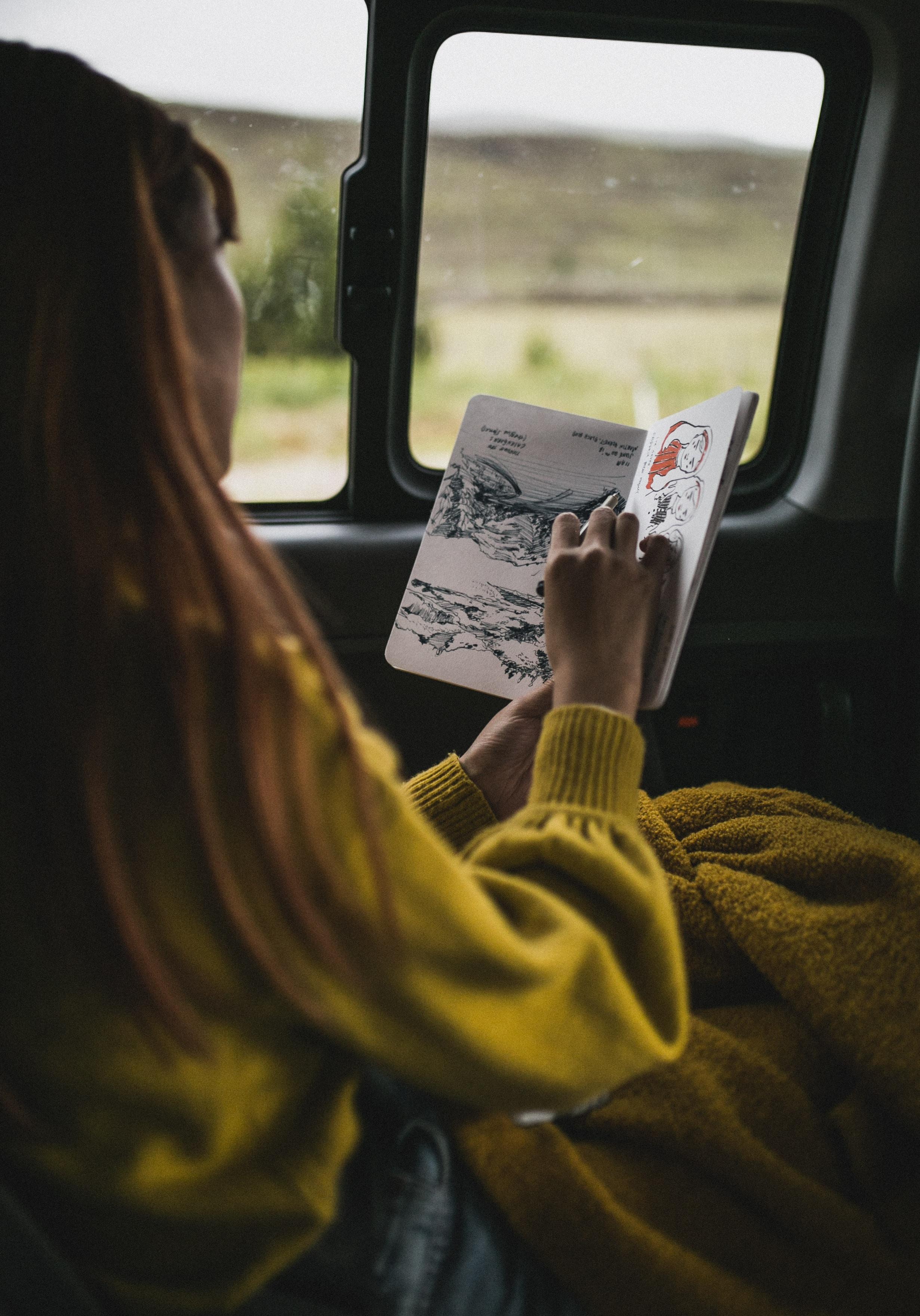 51226 Hintergrundbild herunterladen Mädchen, Künstler, Verschiedenes, Sonstige, Farbe, Notizbuch, Editor, Griff, Stift, Zeichnen - Bildschirmschoner und Bilder kostenlos