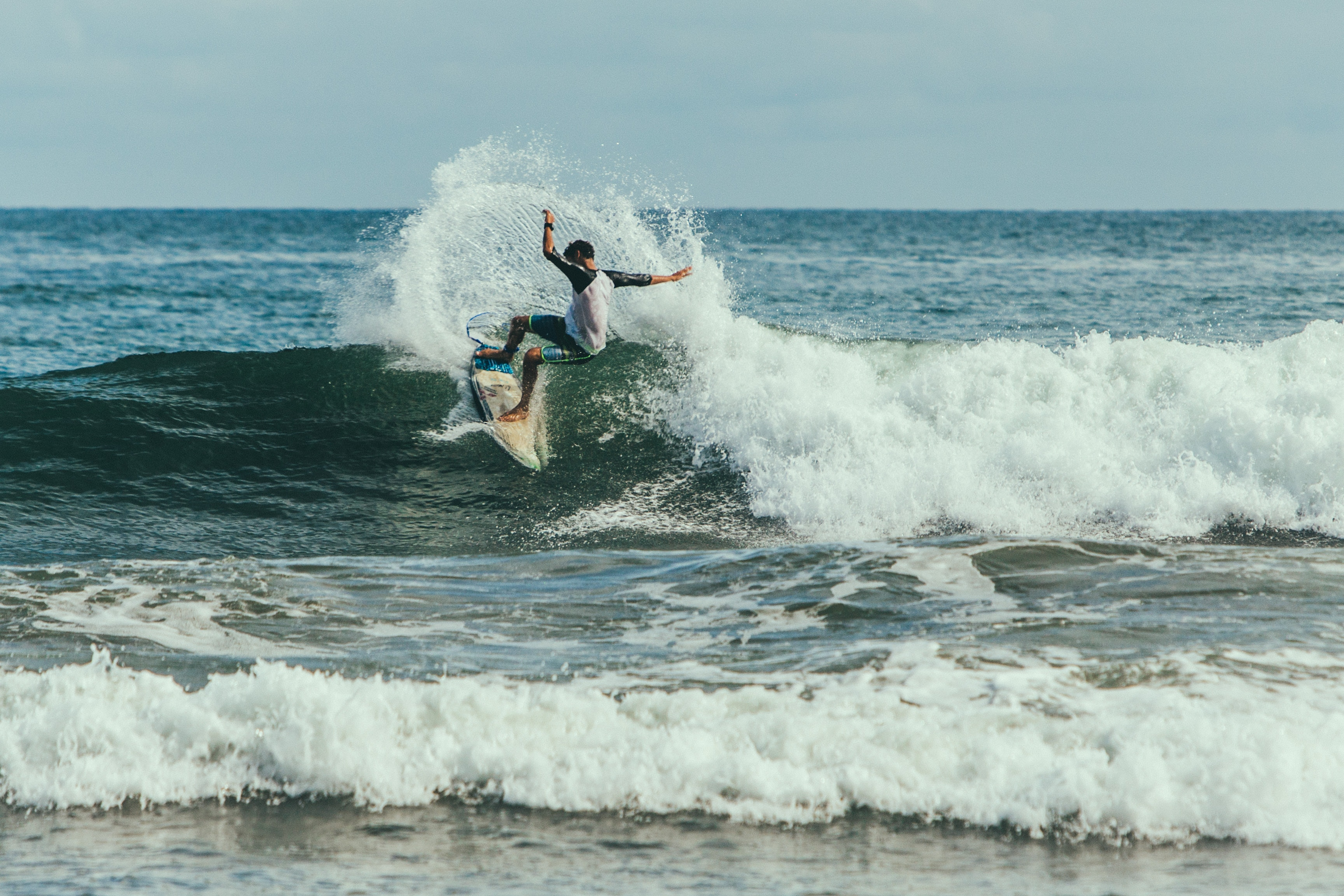 138414 download wallpaper Sports, Serfing, Surfer, Trick, Wave screensavers and pictures for free